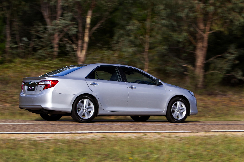 Toyota Camry Hybrid Review - Photos