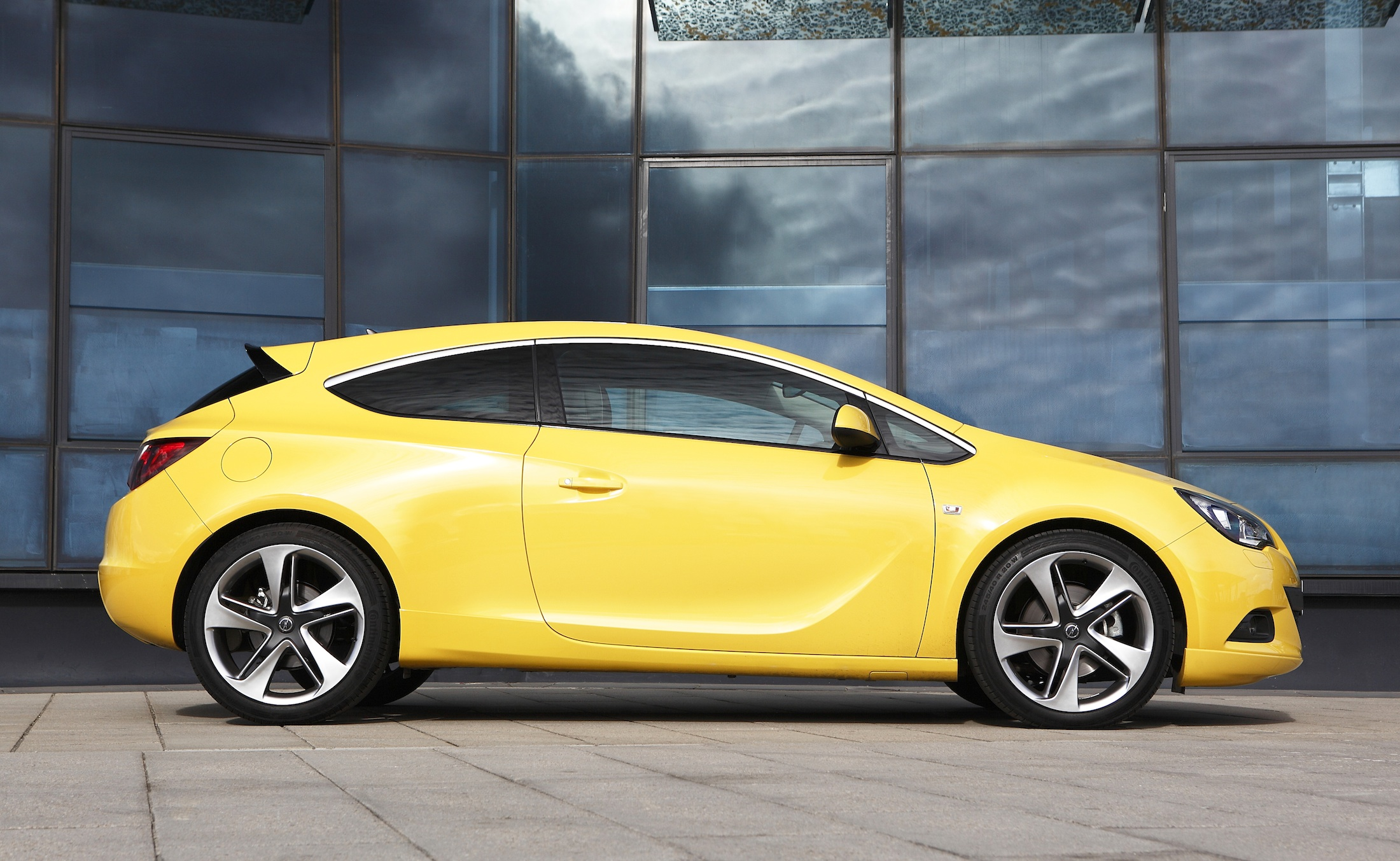opel astra gtc pricing and specifications revealed photos 1 of 6. Black Bedroom Furniture Sets. Home Design Ideas