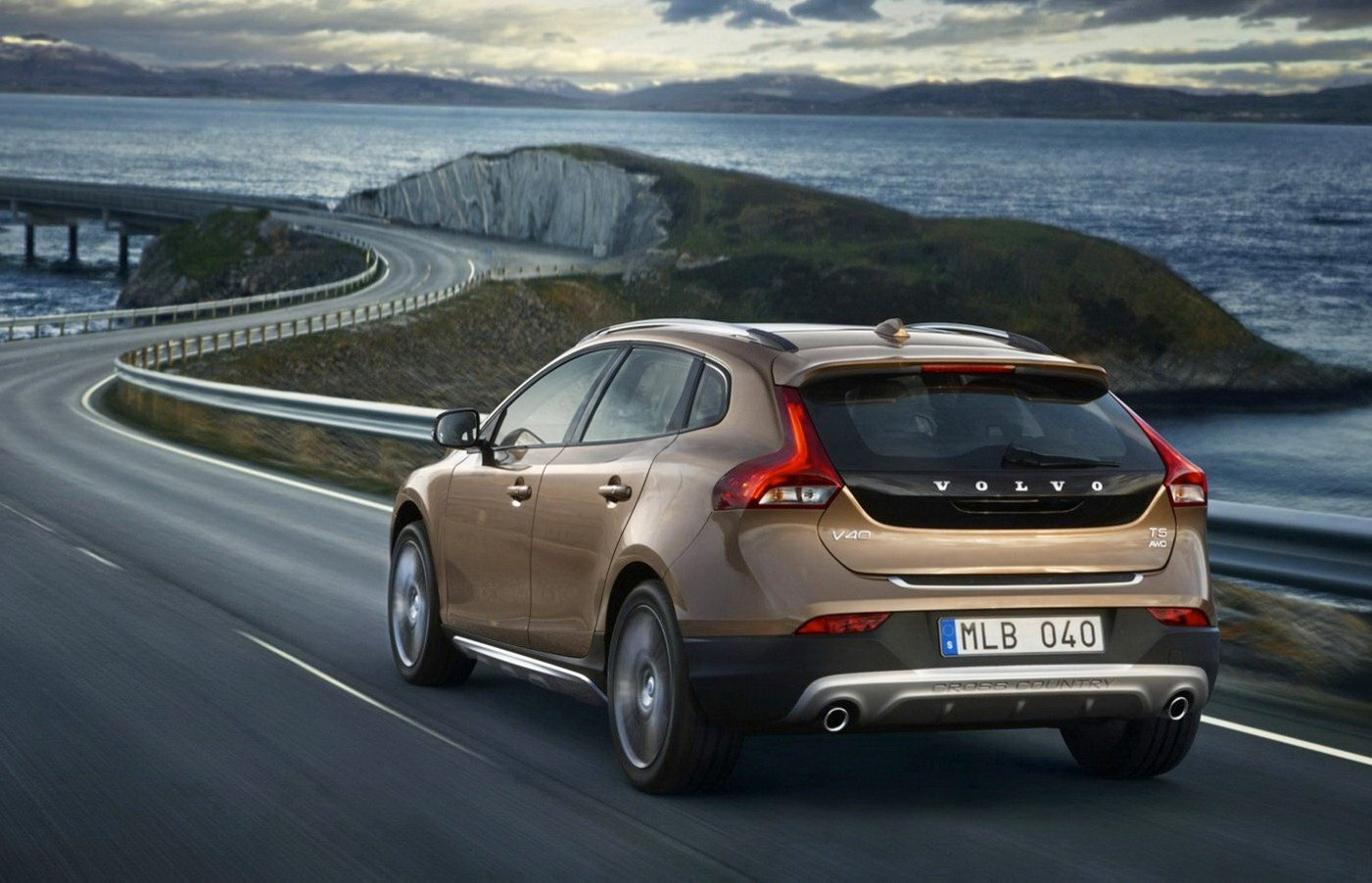 Volvo V40 Cross Country leaks online - photos | CarAdvice