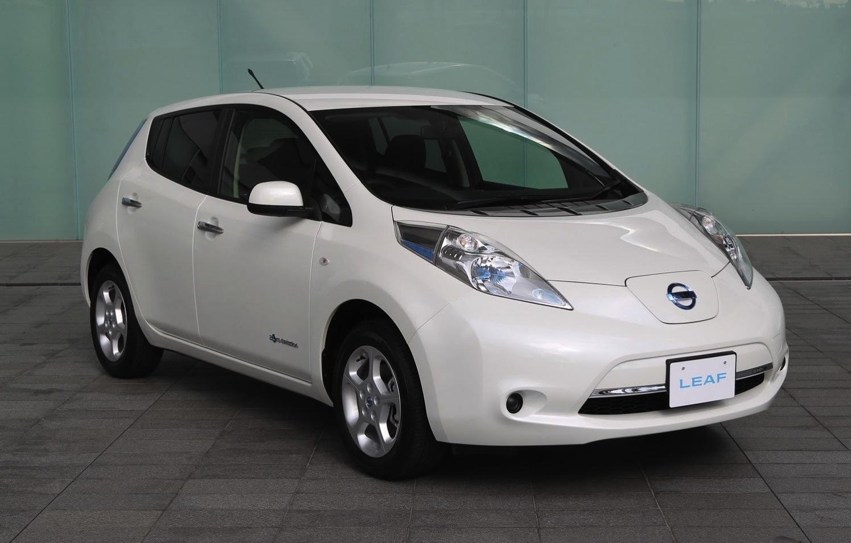 Nissan Leaf on Ford Fusion Ute
