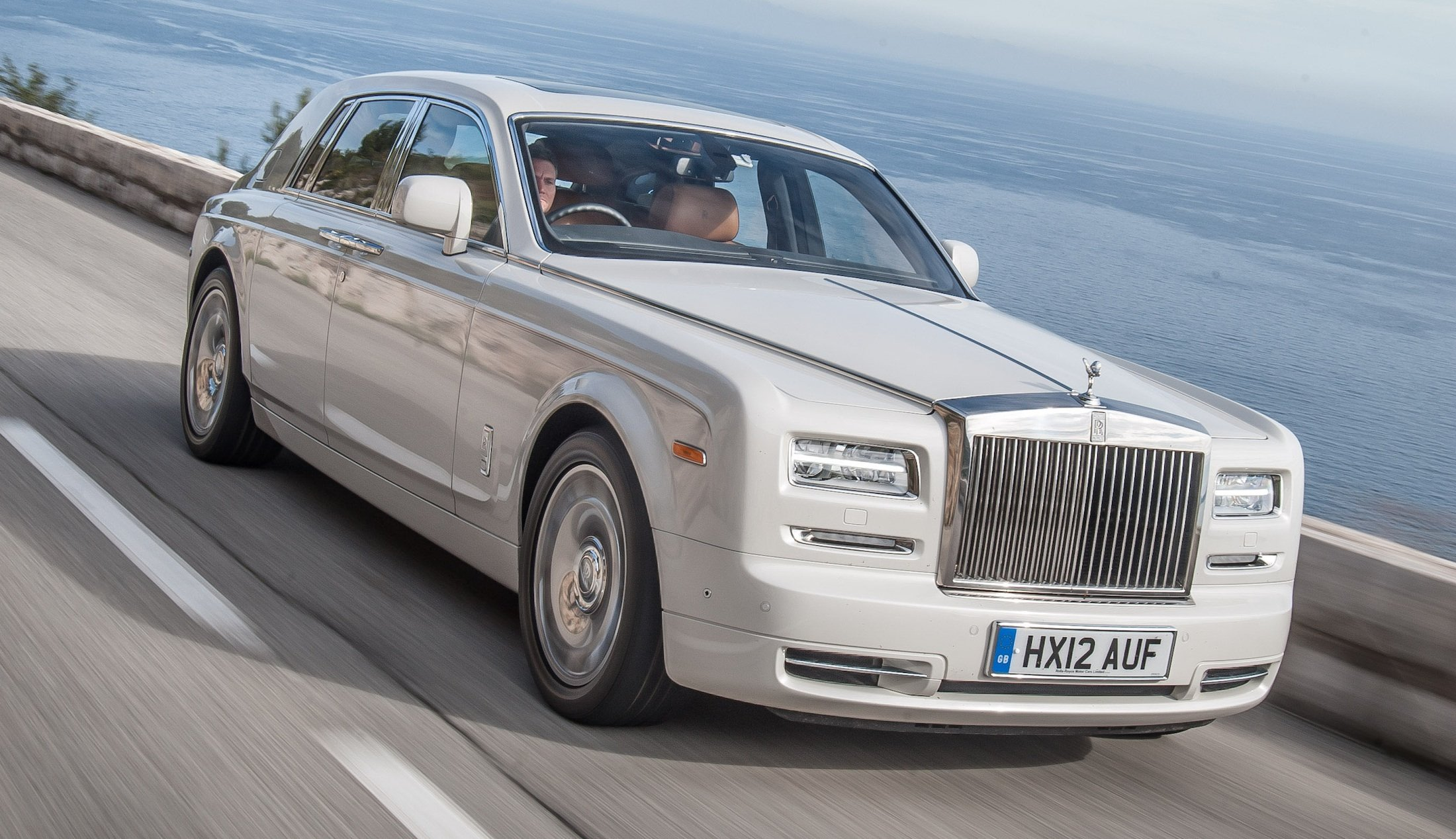 rolls royce phantom series ii prices cut by up to 280 000 photos caradvice. Black Bedroom Furniture Sets. Home Design Ideas