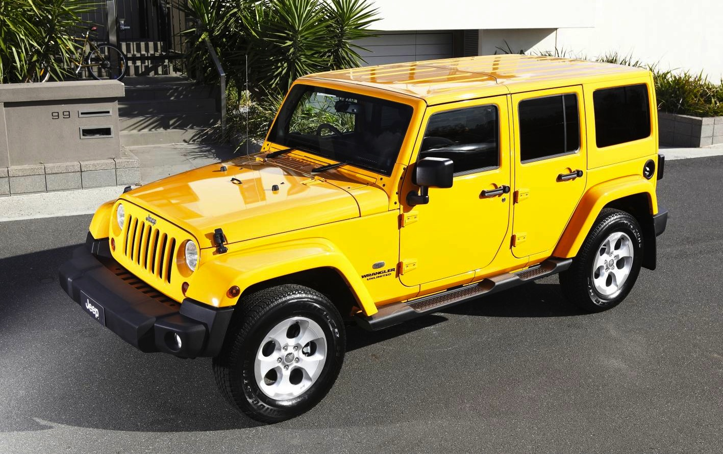 2013 Jeep Wrangler Overland Brings Luxury To Rugged Off