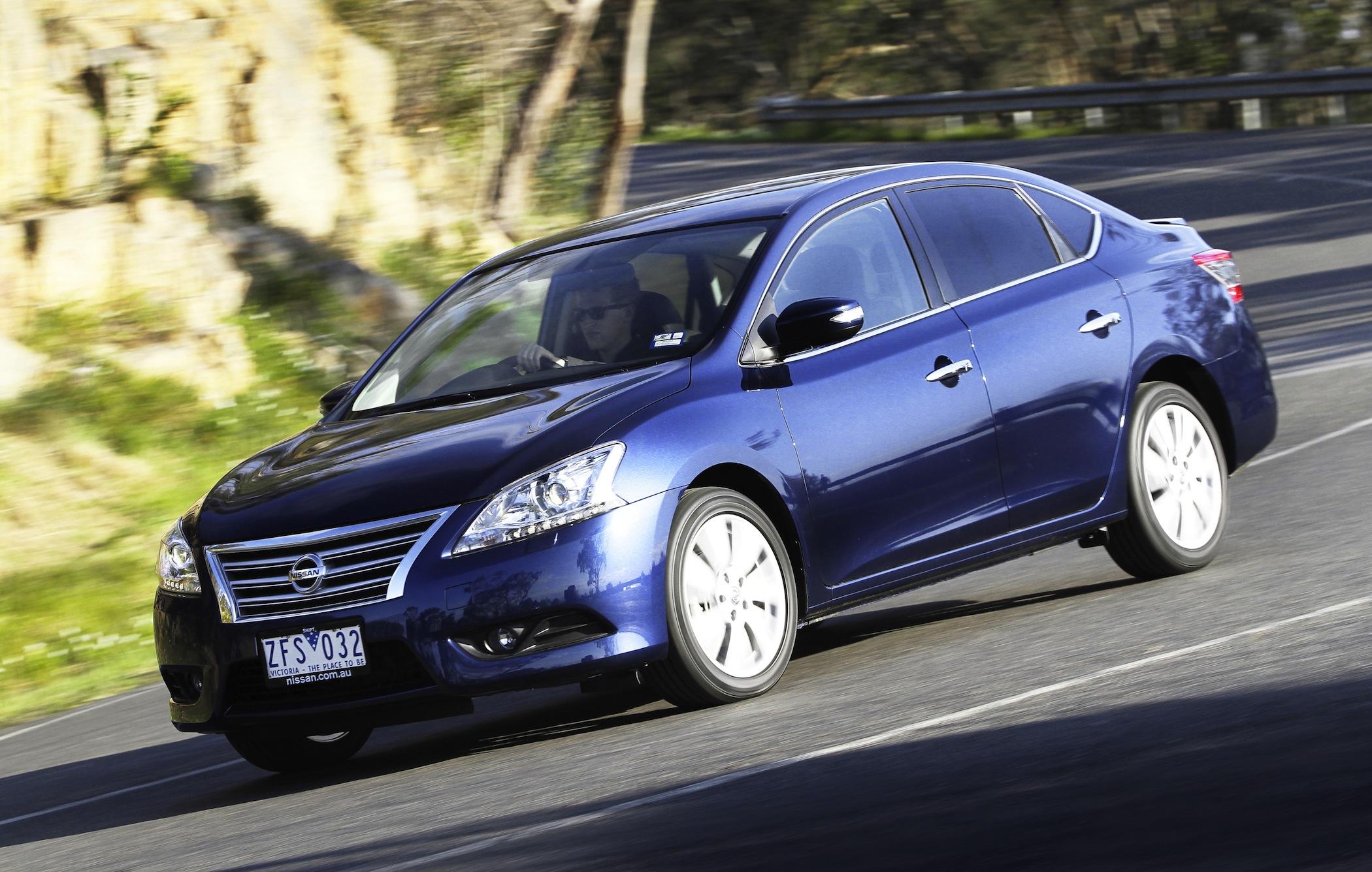 Sedan Automobile: Nissan Pulsar Review - Photos