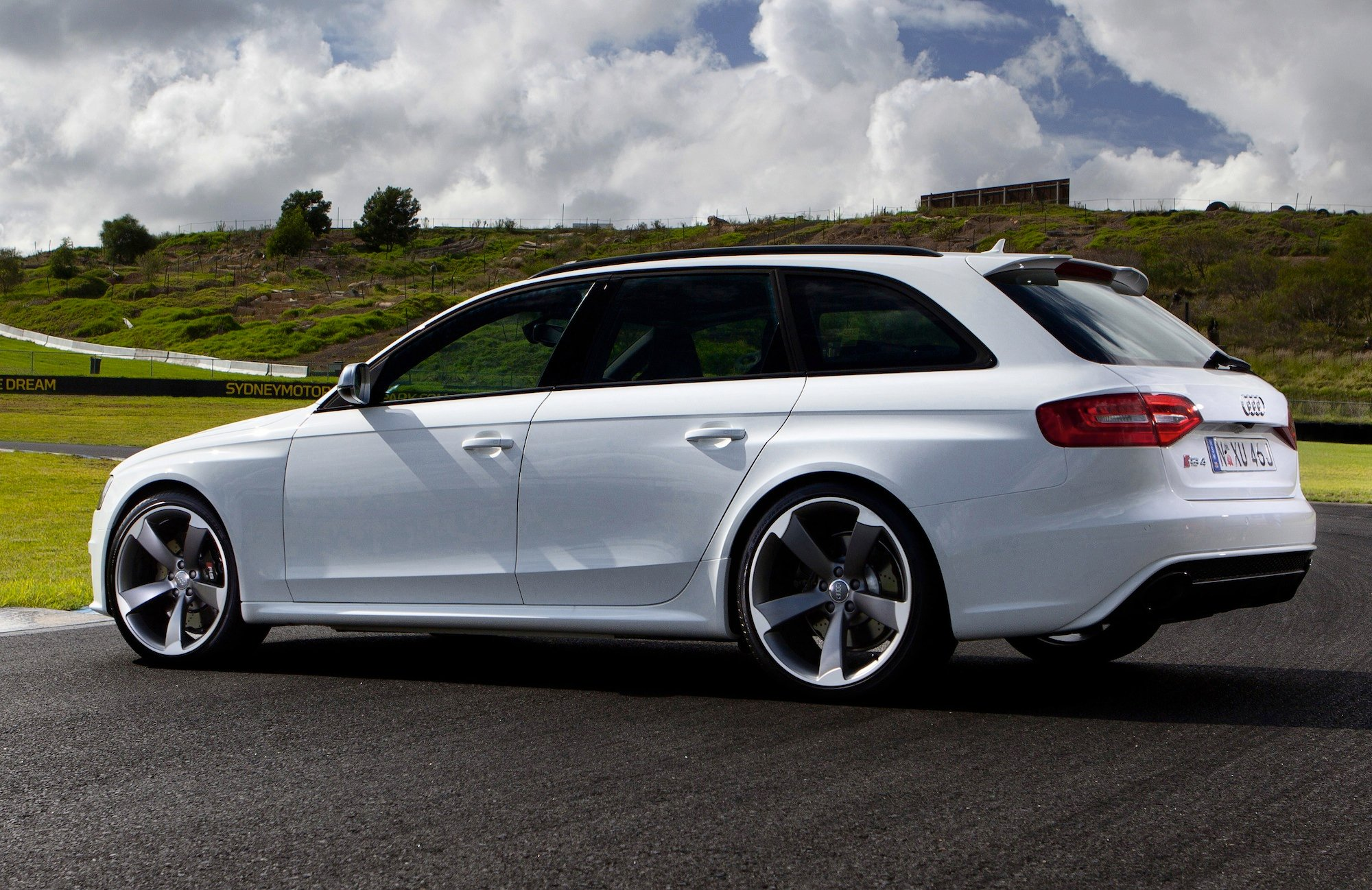 Audi RS4 Avant Review - photos | CarAdvice