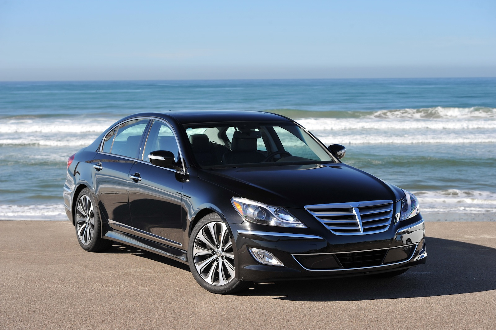 Hyundai Genesis V8 R-Spec Review - Photos