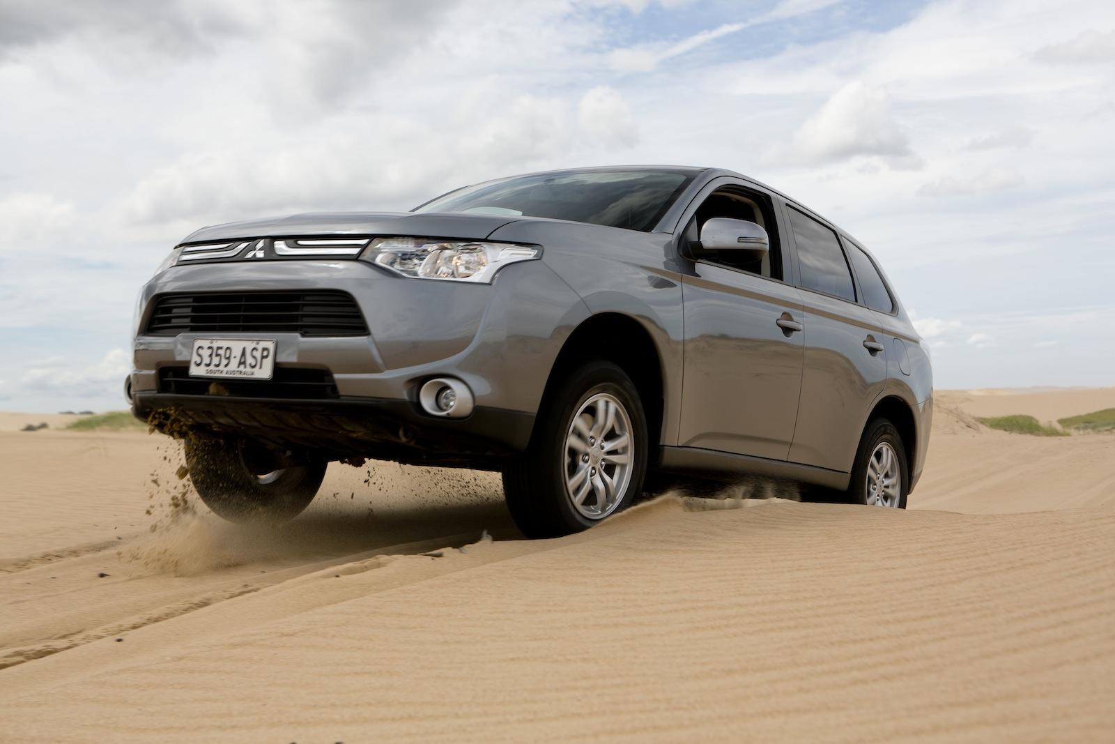 Compact suv comparison mazda cx 5 v toyota rav4 v subaru for Honda compact suv