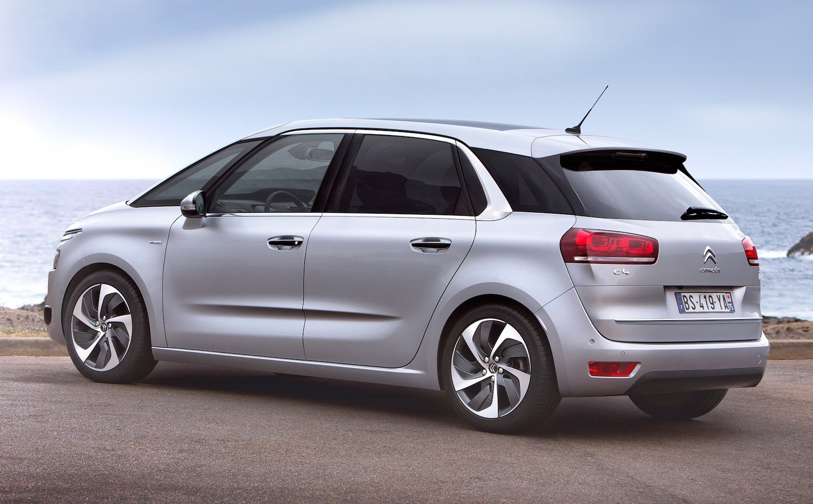 citroen c4 picasso all new mini mpv unveiled photos 1 of 17. Black Bedroom Furniture Sets. Home Design Ideas