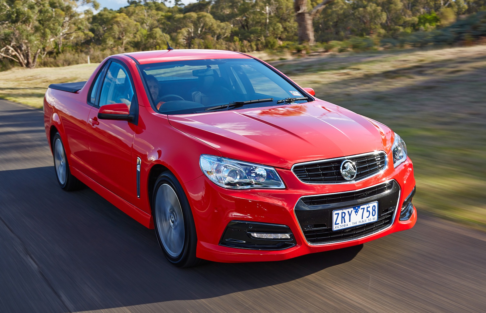 Holden Vf Commodore Engines And Fuel Consumption Photos