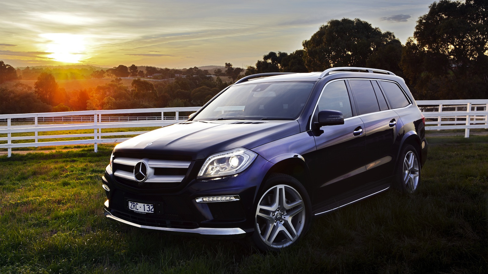 mercedes benz gl class pricing and specifications photos caradvice. Black Bedroom Furniture Sets. Home Design Ideas