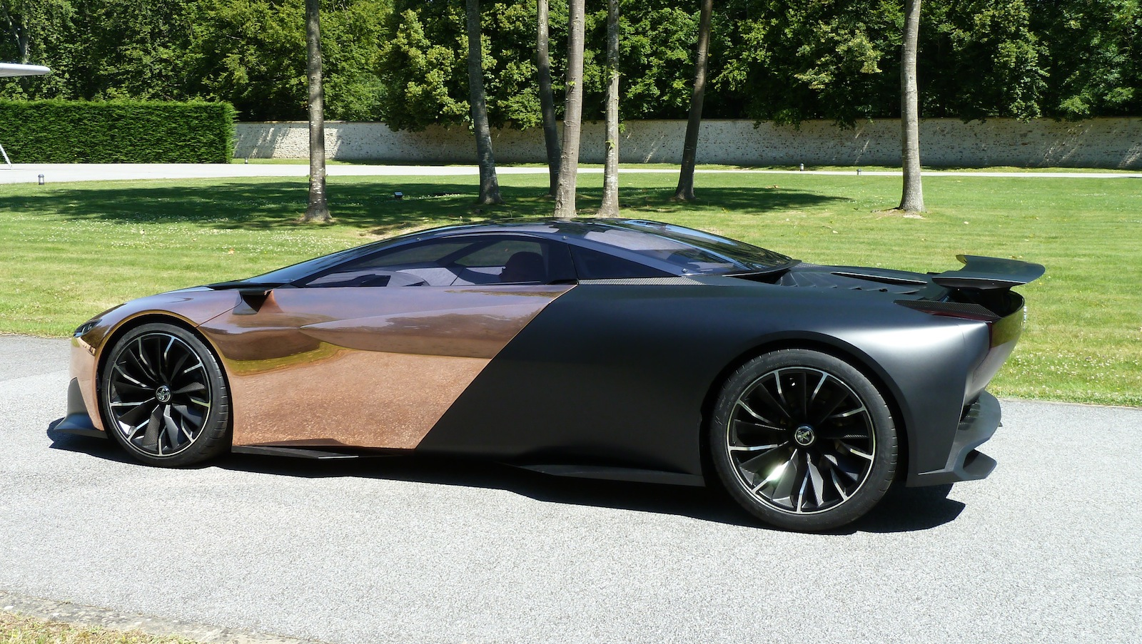 Peugeot Onyx Concept Bound For Goodwood Taking Passengers