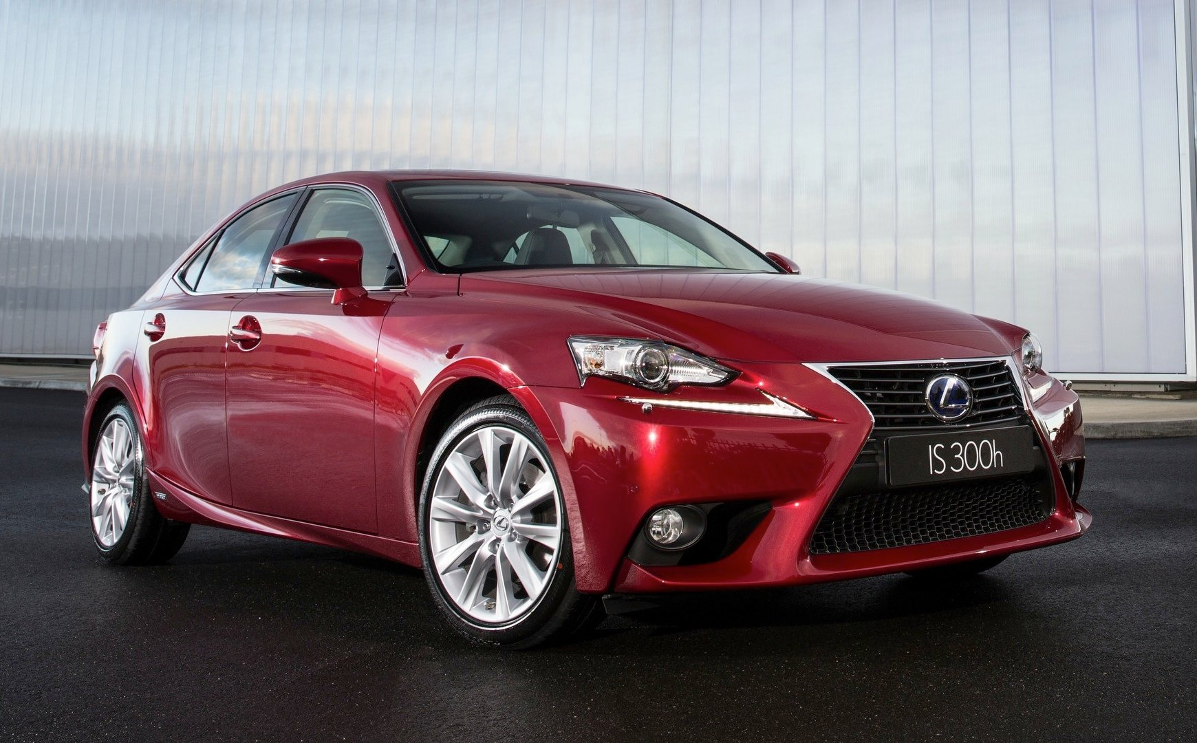 Lexus IS300h Review - Photos