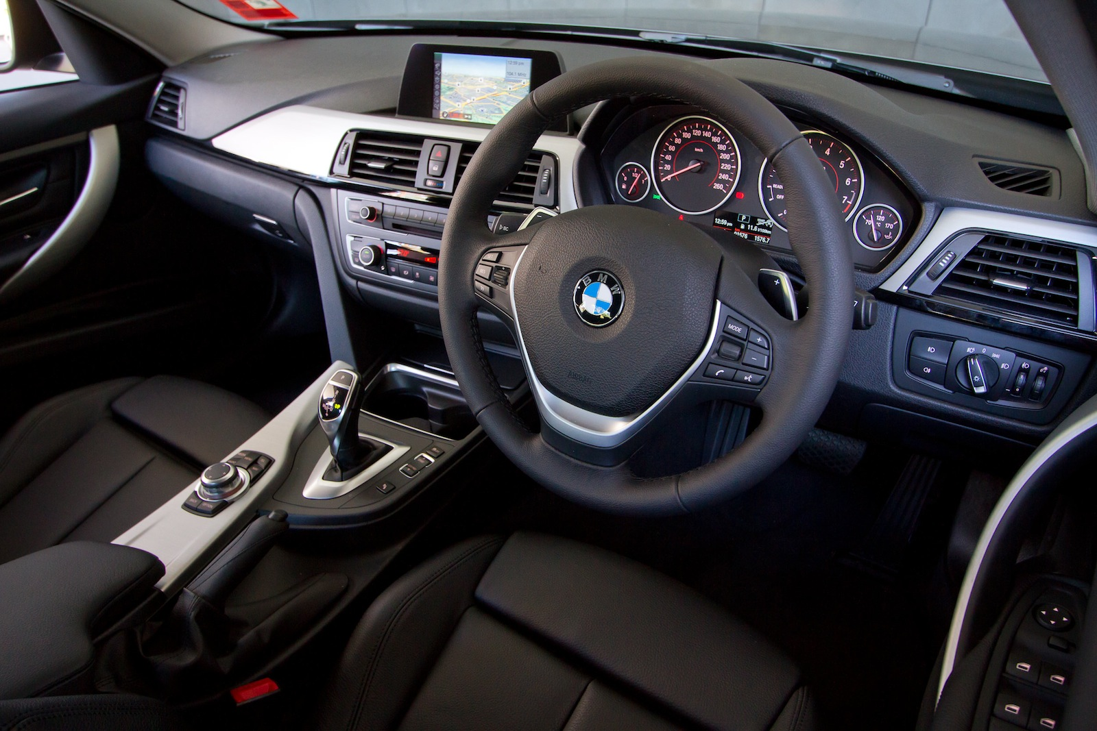 2013 BMW 3 Series Review: 320i Sport Line - photos | CarAdvice