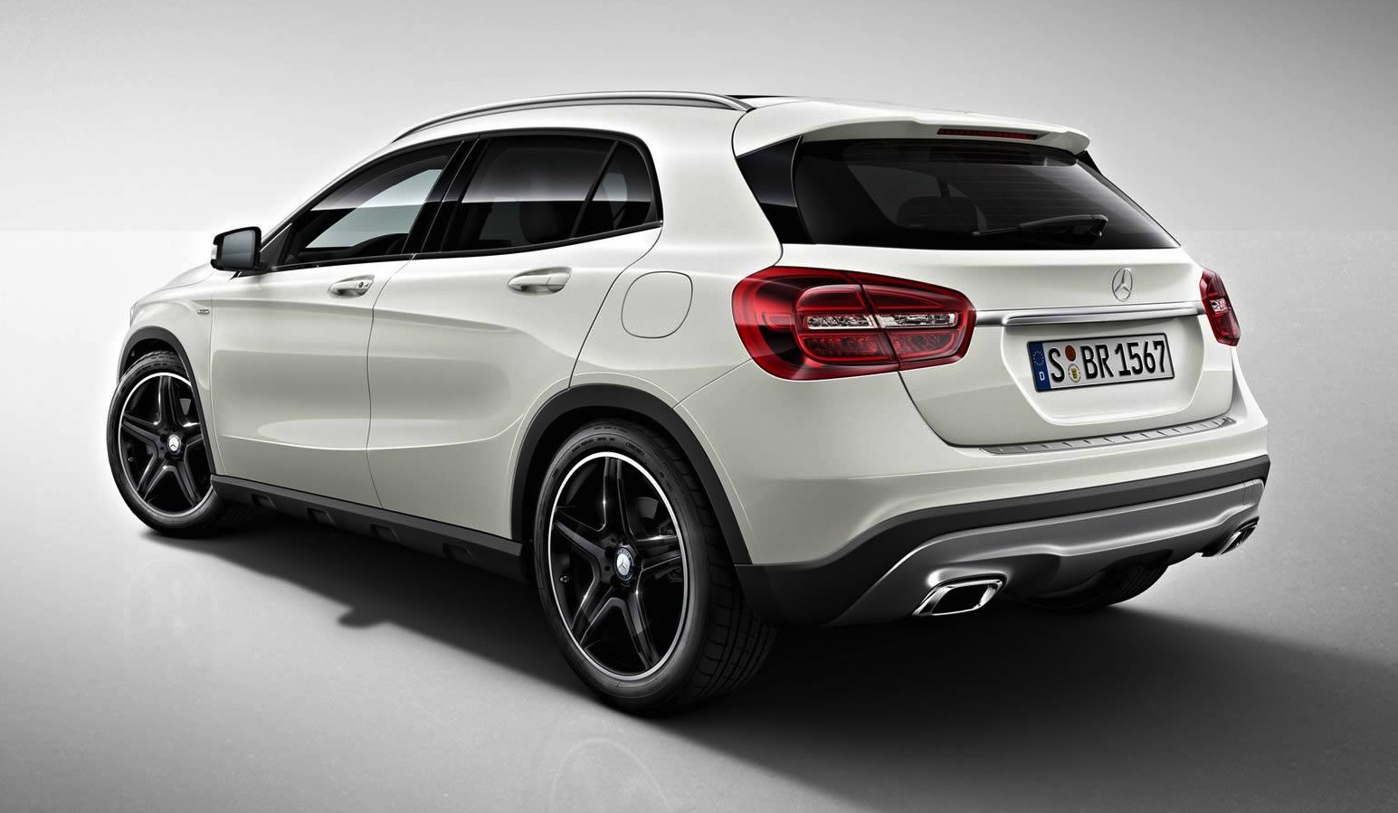 mercedes benz gla edition 1 limited edition compact suv revealed photos. Black Bedroom Furniture Sets. Home Design Ideas