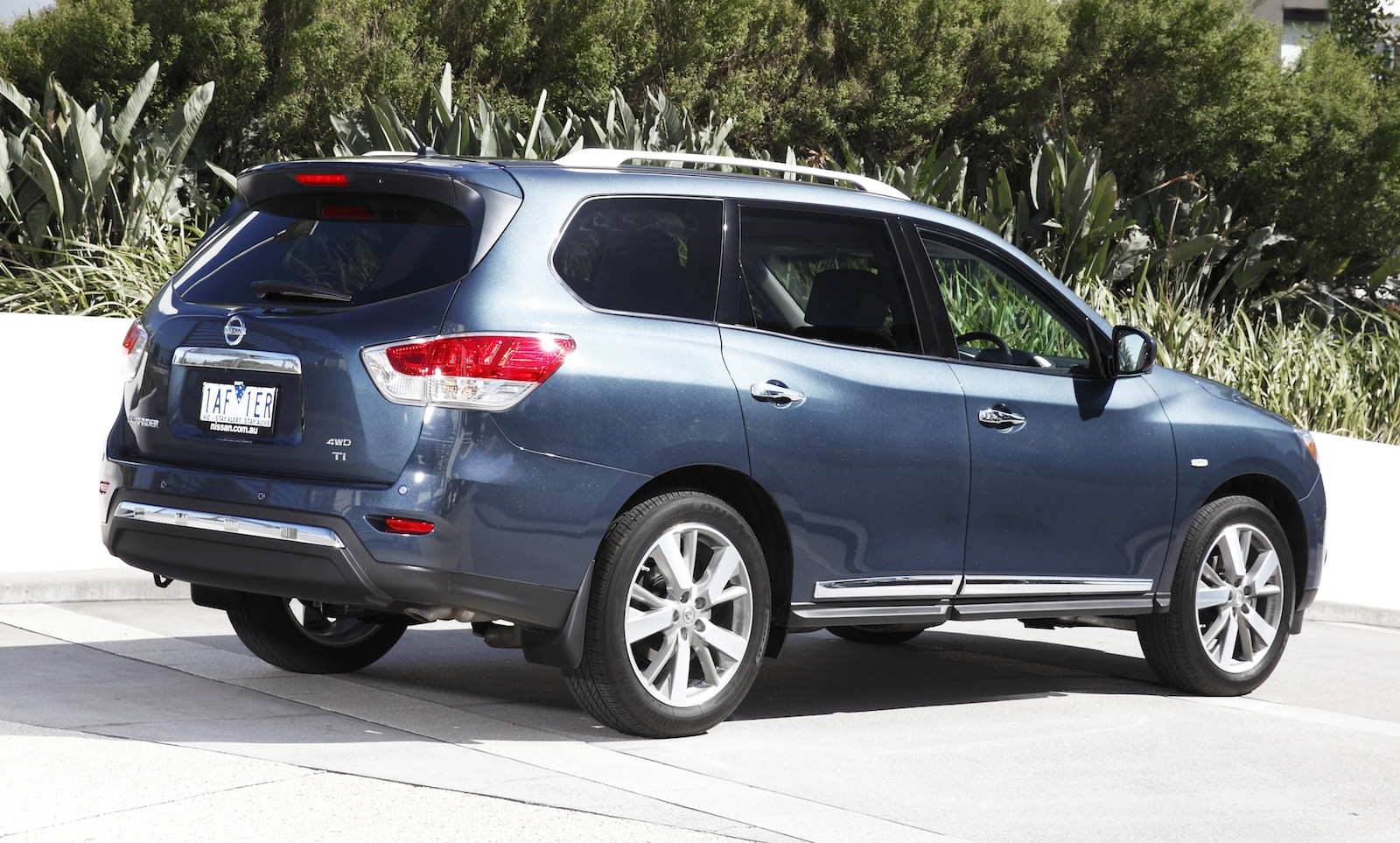 Nissan Pathfinder Pricing And Specifications Photos