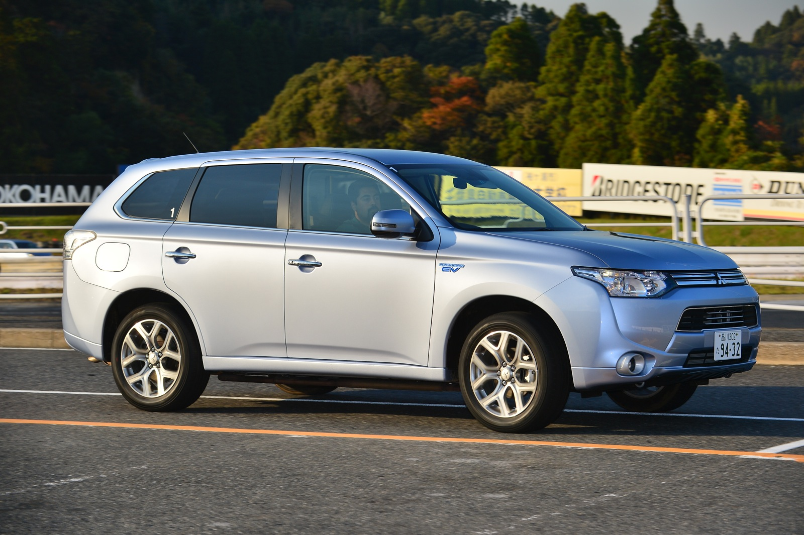 mitsubishi outlander phev review photos caradvice