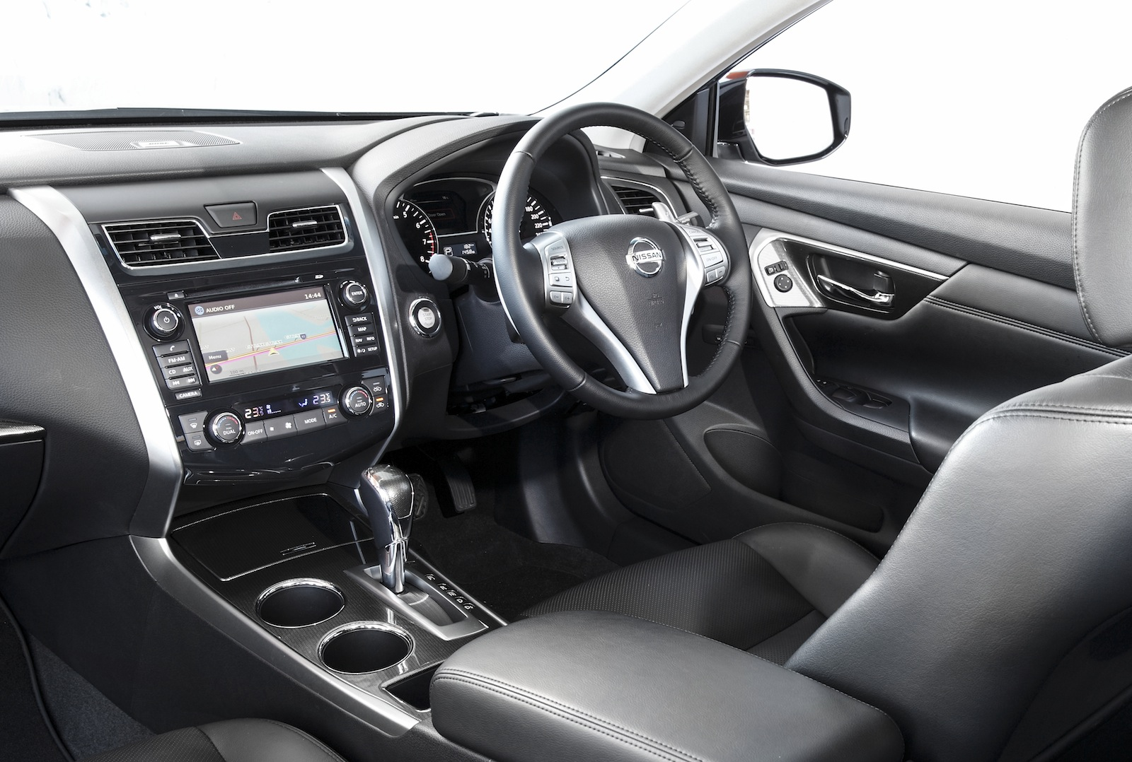 a review of nissan altima The 2013 nissan altima has evolved not conservatively, but boldly it is much better spiced, meatier and wider is this enough to claw sales away from camry.