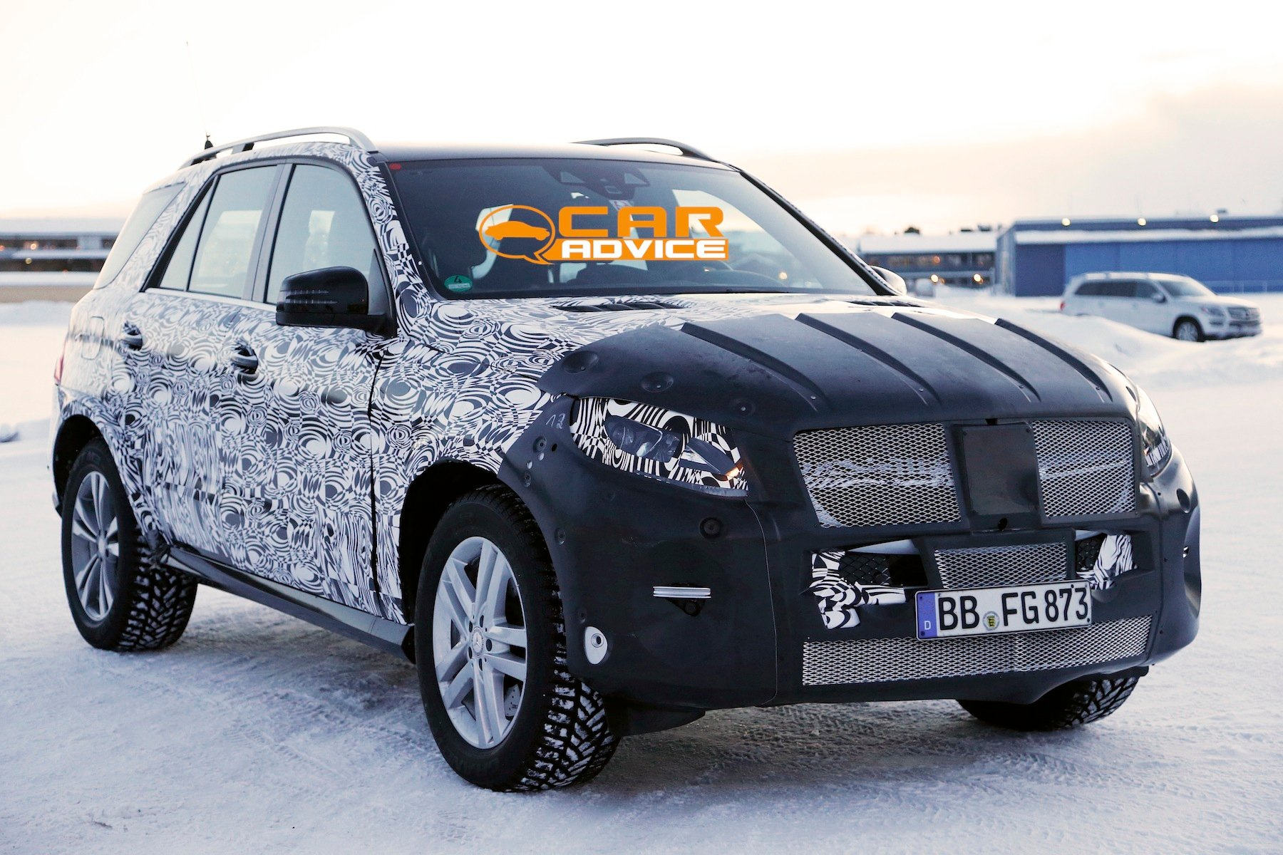 Mercedes-Benz ML-Class: facelifted large SUV spied ...