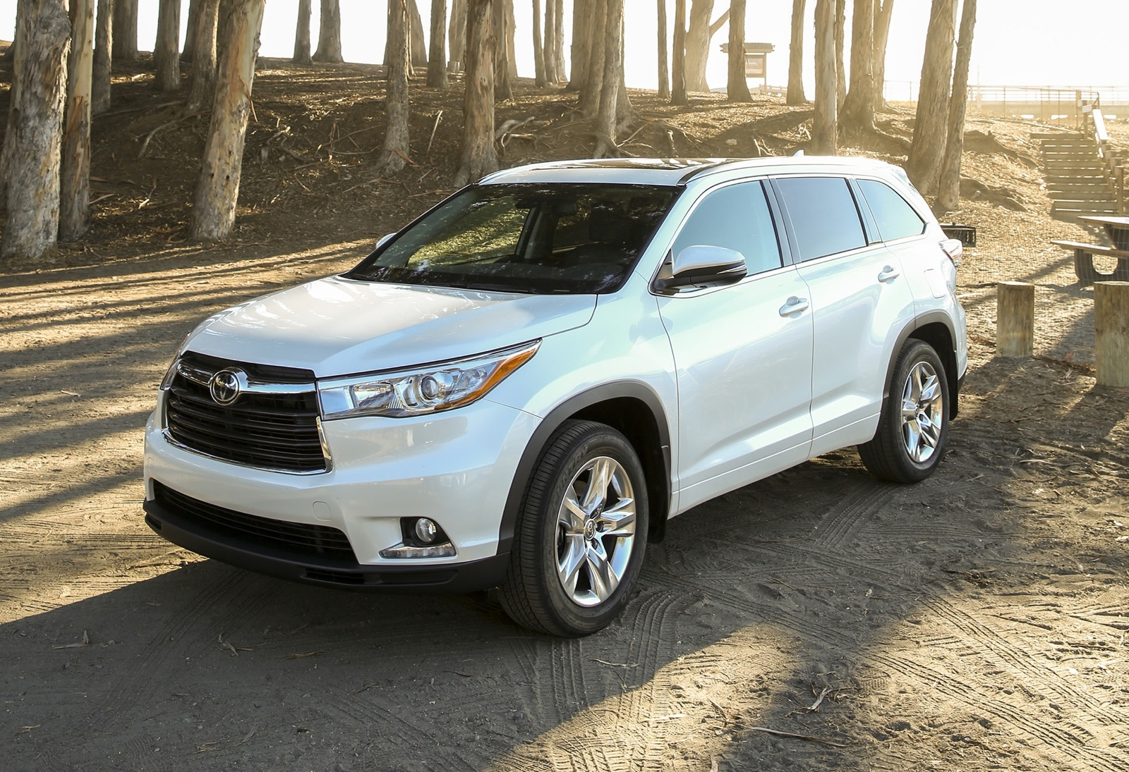 2014 Toyota Kluger Review - photos | CarAdvice