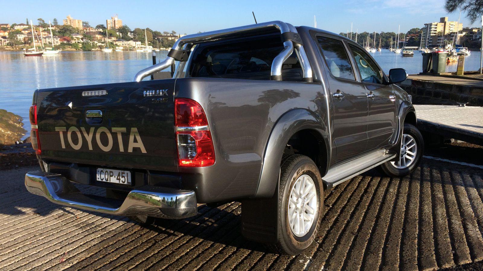 2014 Toyota HiLux Review : 4x4 SR5 diesel dual-cab ...