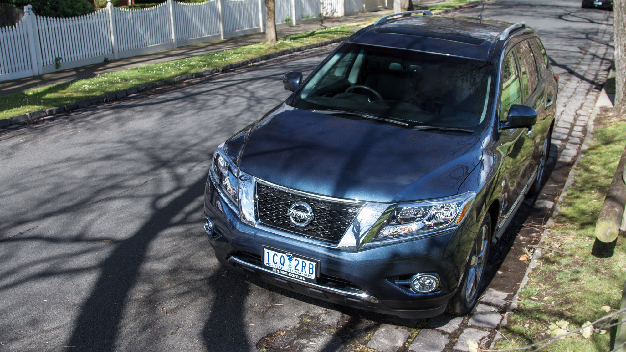 nissan pathfinder hybrid ti review photos caradvice. Black Bedroom Furniture Sets. Home Design Ideas