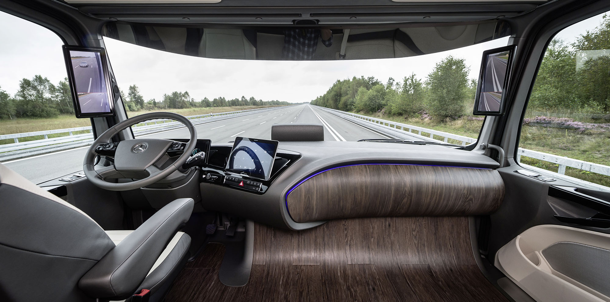 Mercedes Benz Future Truck 2025 Concept Debuts With