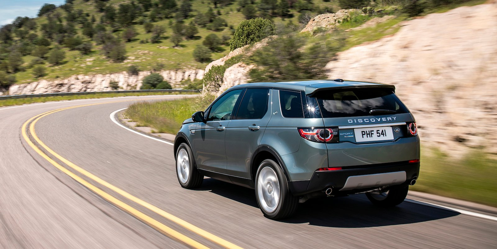 land rover discovery sport 2wd a chance for australia photos 1 of 4. Black Bedroom Furniture Sets. Home Design Ideas