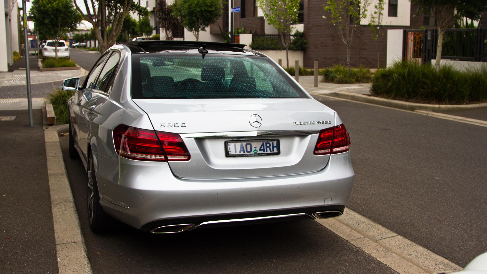 Mercedes-Benz E300 Bluetec Hybrid Review - photos | CarAdvice