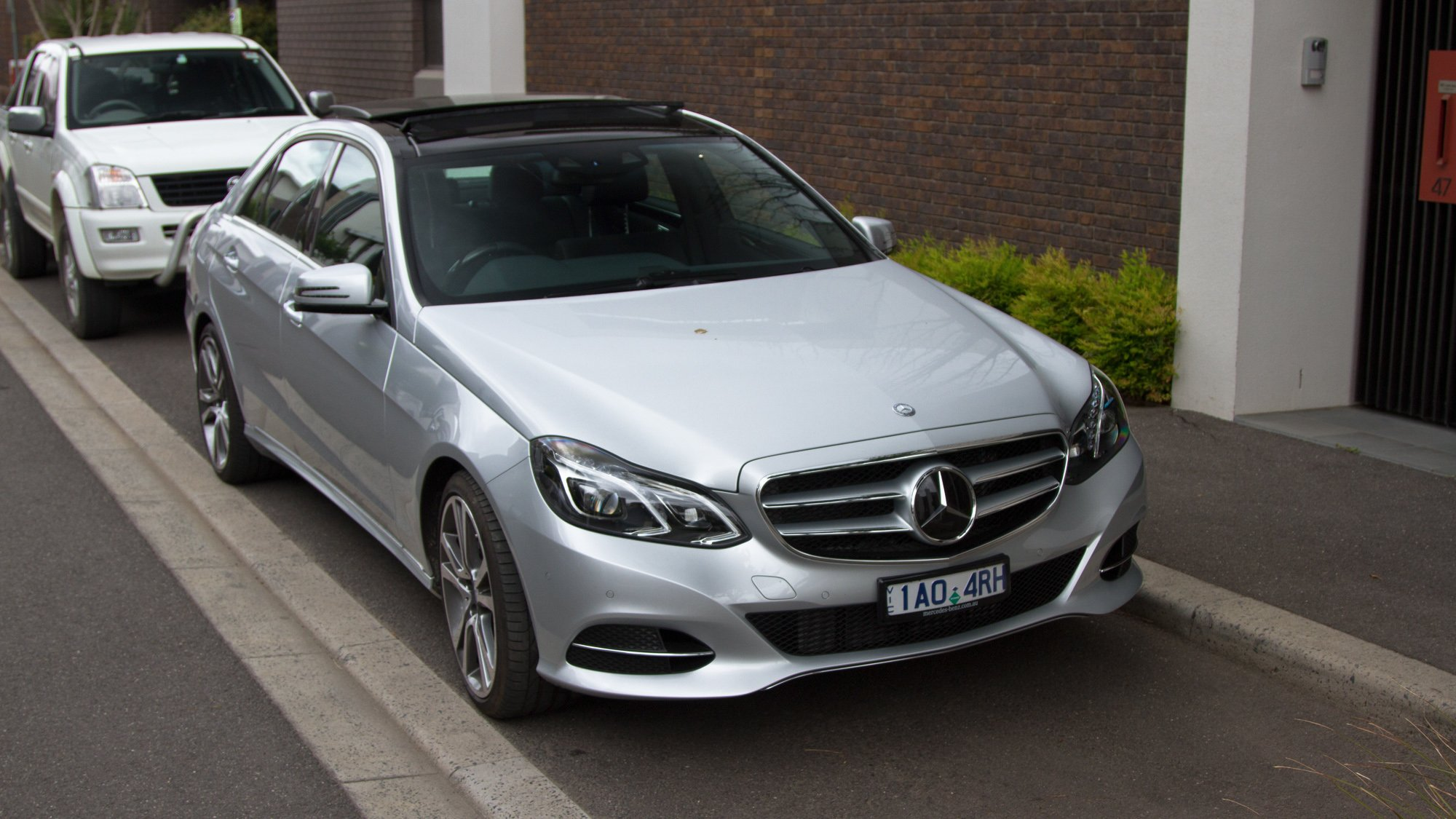 Mercedes-Benz E300 Bluetec Hybrid Review - photos | CarAdvice