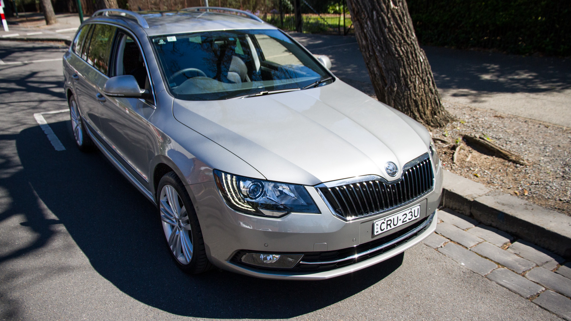 2014 Skoda Superb 125TDI Elegance sedan and wagon Review ...