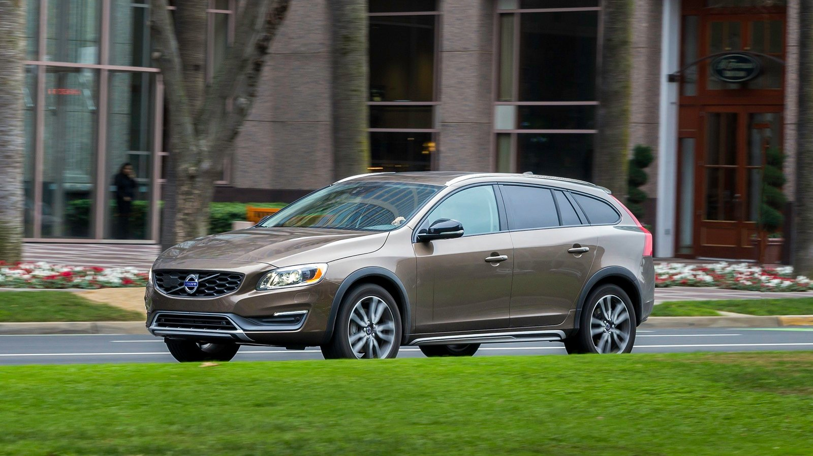 2015 Volvo V60 Cross Country Review - photos | CarAdvice
