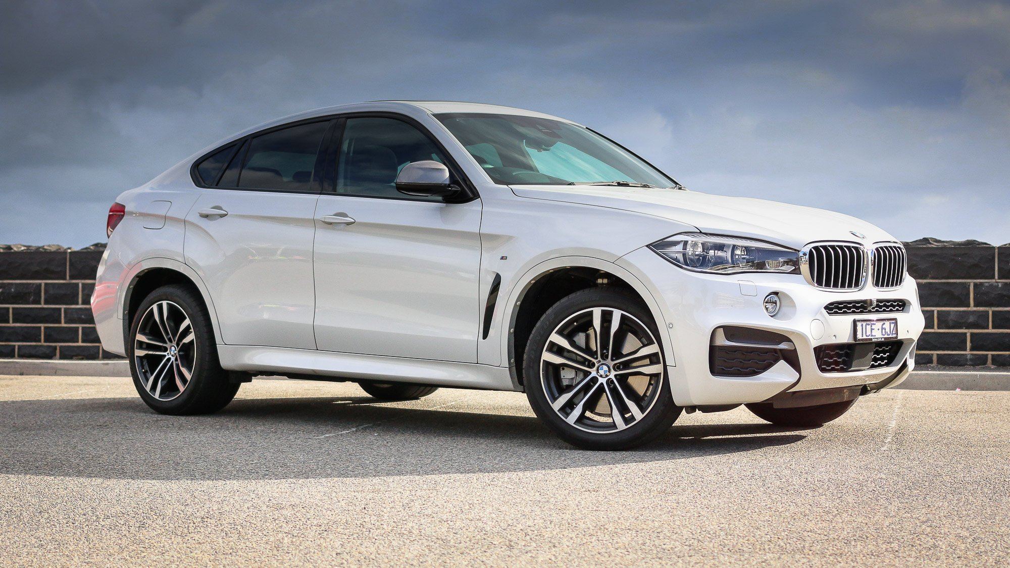2015 BMW X6 Review - Photos