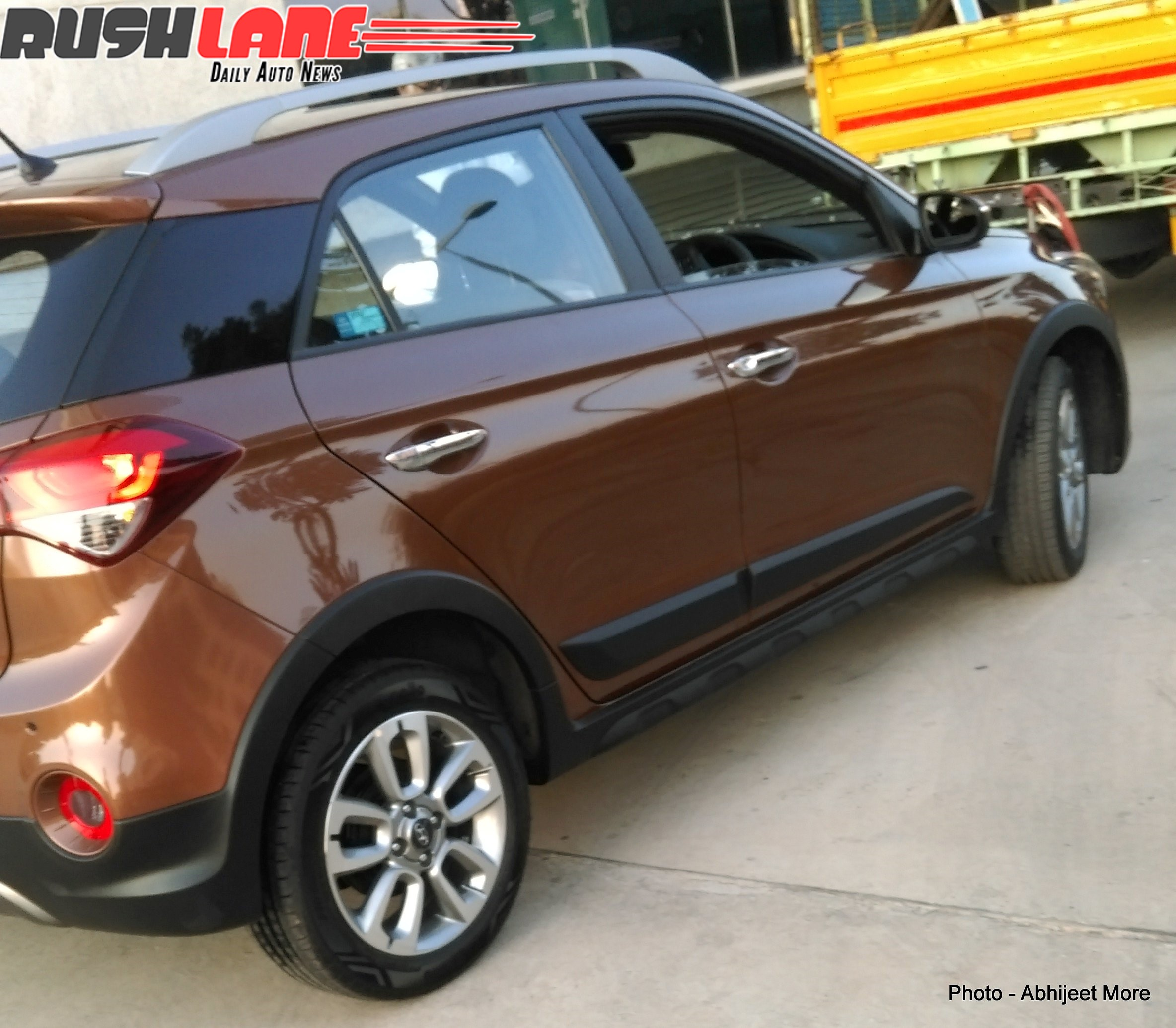 hyundai i20 active small crossover spied in india photos. Black Bedroom Furniture Sets. Home Design Ideas