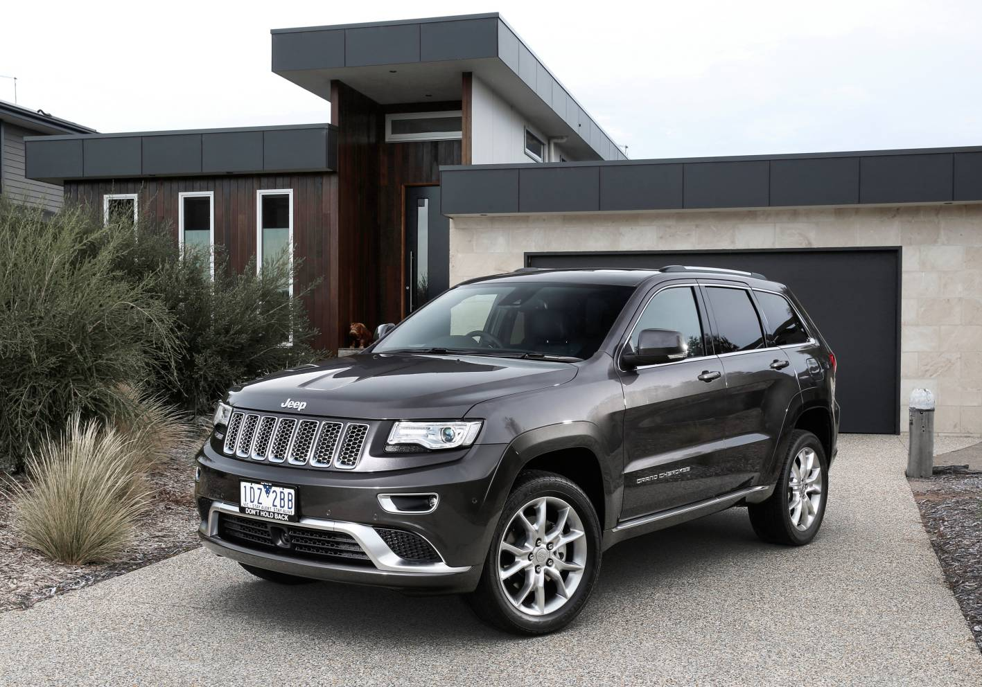 2015 jeep grand cherokee summit platinum now on sale photos caradvice. Black Bedroom Furniture Sets. Home Design Ideas