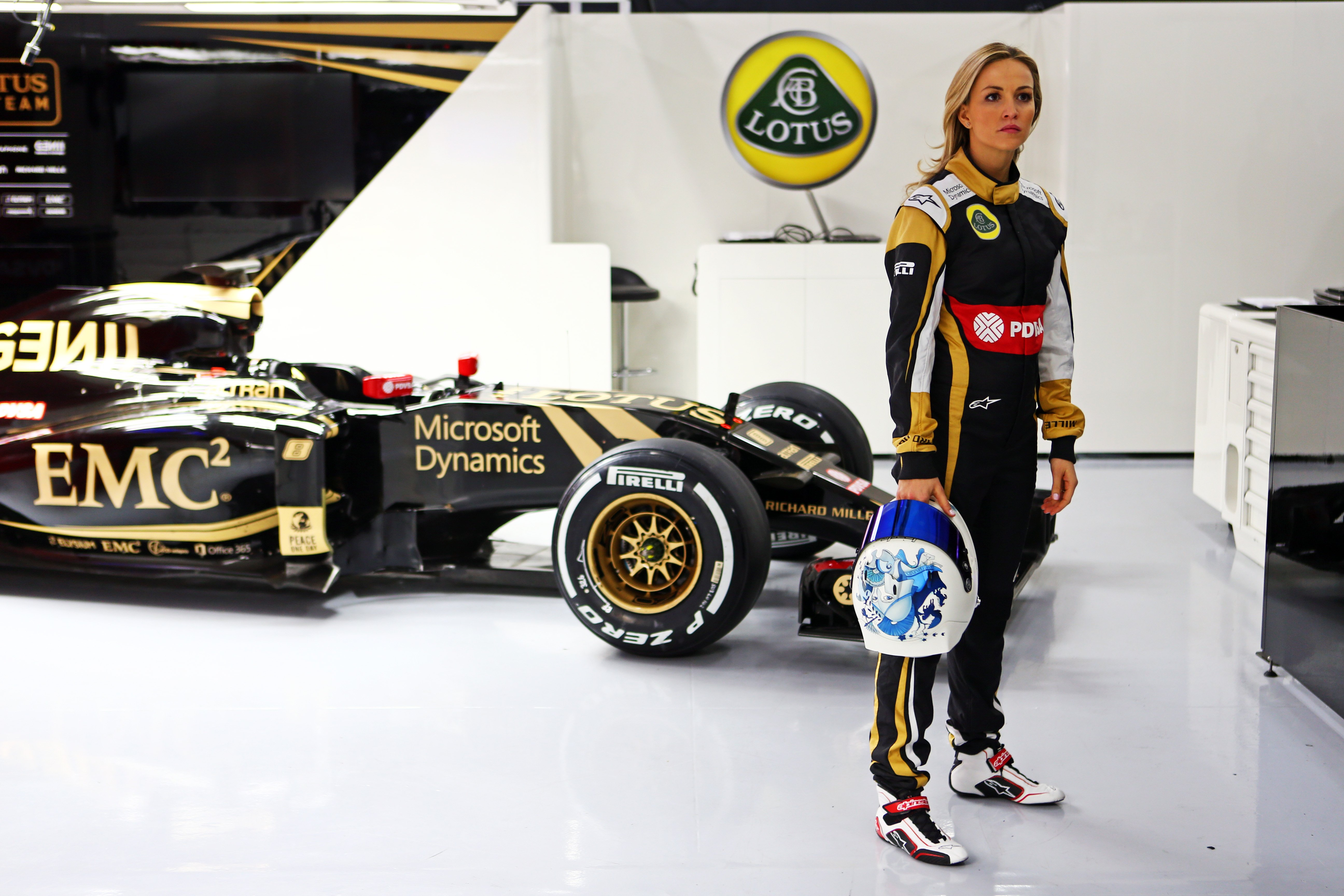 Renault Koleos 2019 >> Lotus Formula One team appoints female driver - photos | CarAdvice