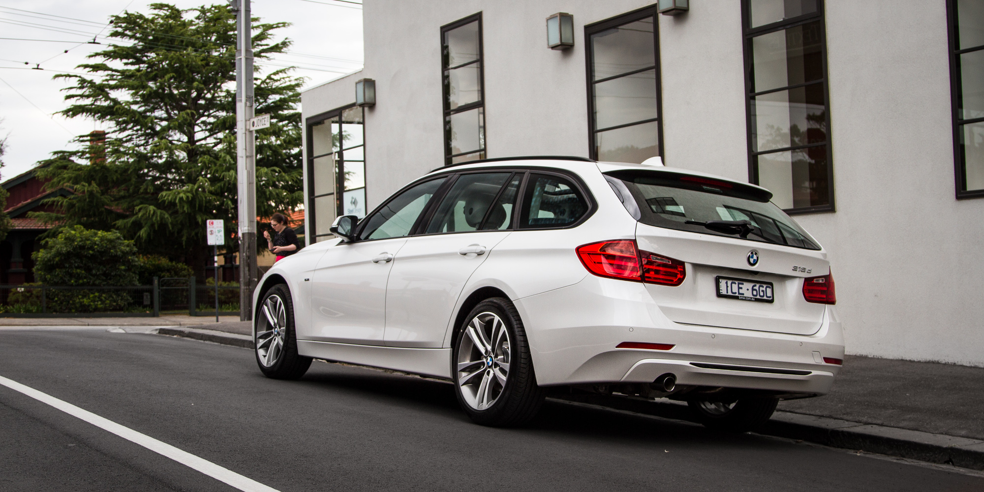 2015 BMW 318d Touring Review - photos | CarAdvice