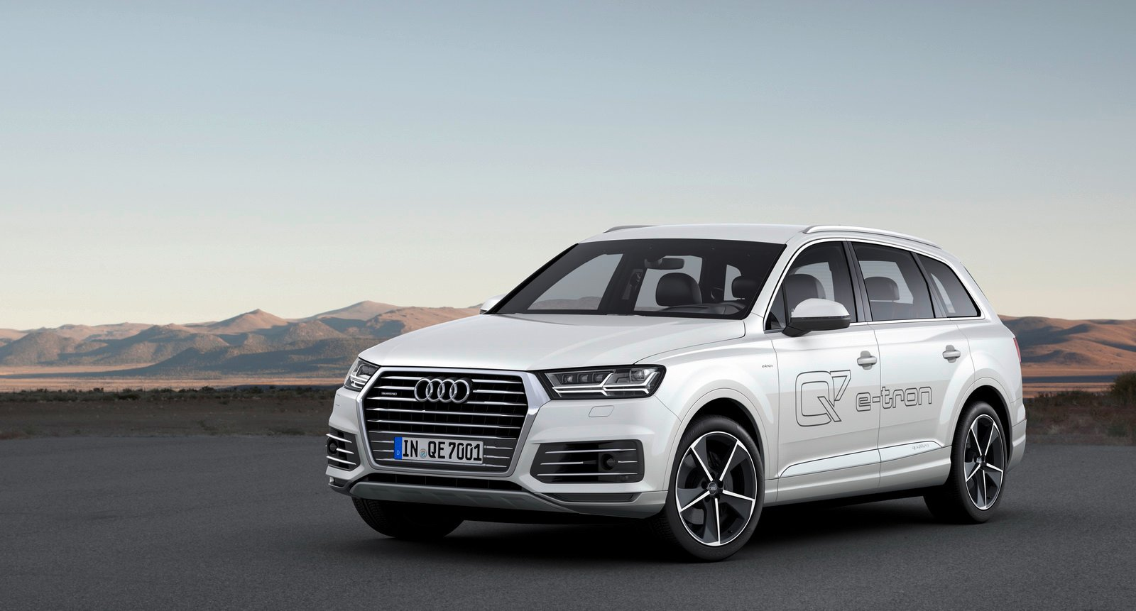 2015 audi q7 e tron diesel plug in hybrid revealed australia confirmed update photos caradvice. Black Bedroom Furniture Sets. Home Design Ideas