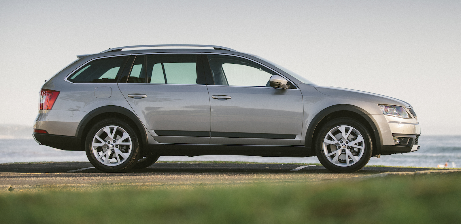 2015 skoda octavia scout 4x4 pricing and specifications photos caradvice. Black Bedroom Furniture Sets. Home Design Ideas