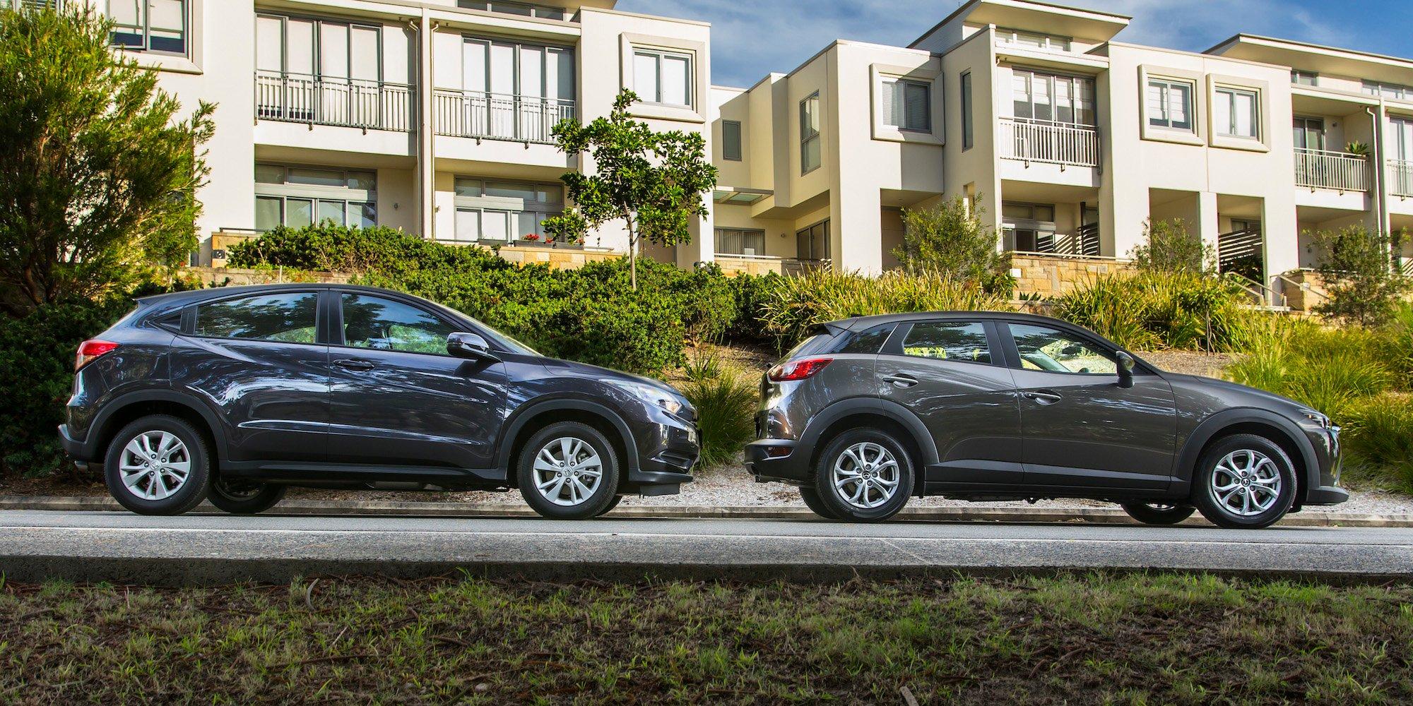 Cx 3 Vs Hrv >> Honda Hr V Vti V Mazda Cx 3 Maxx Comparison Review Photos 1