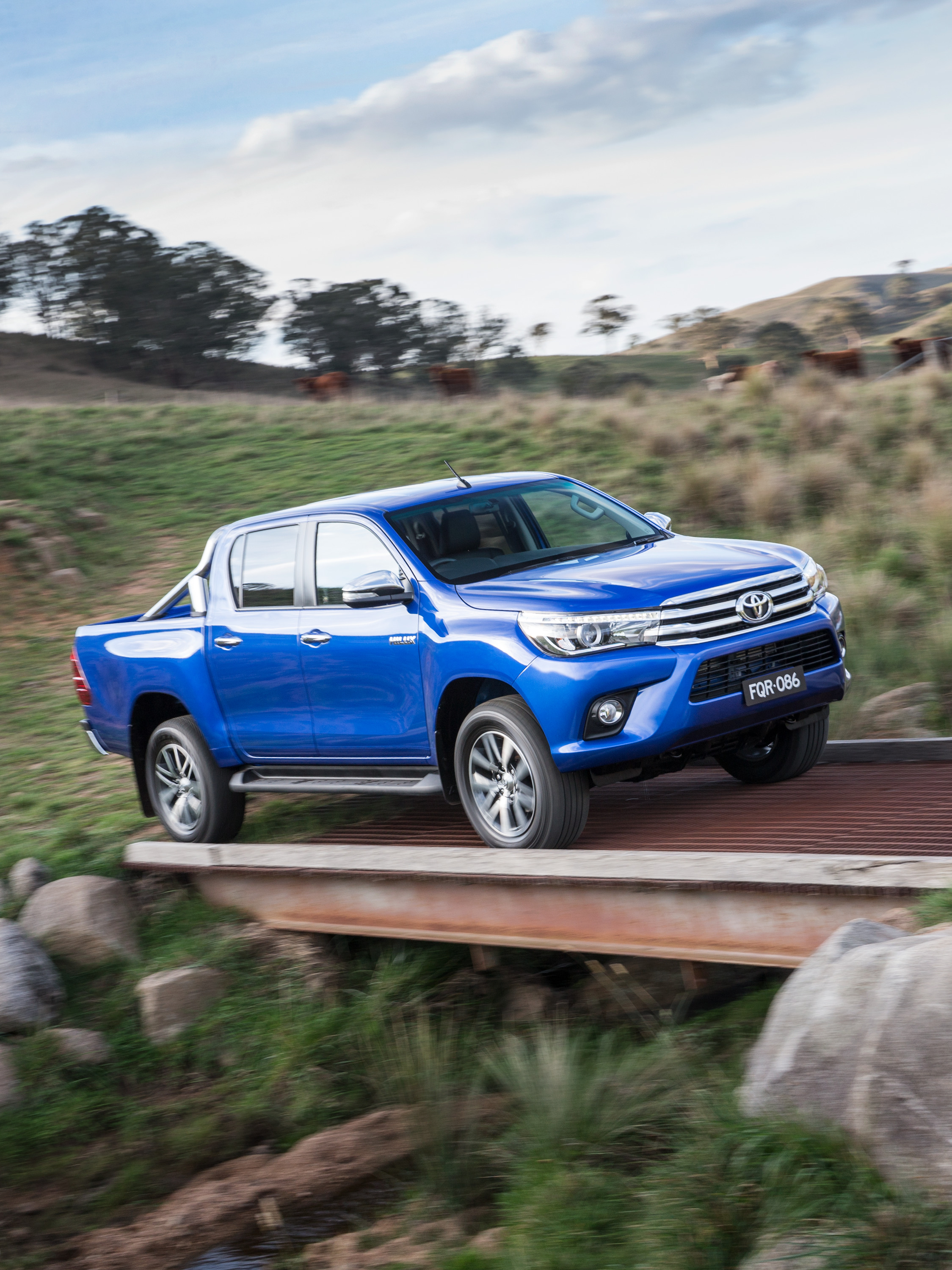 toyota hilux interior features revealed  australian market  caradvice