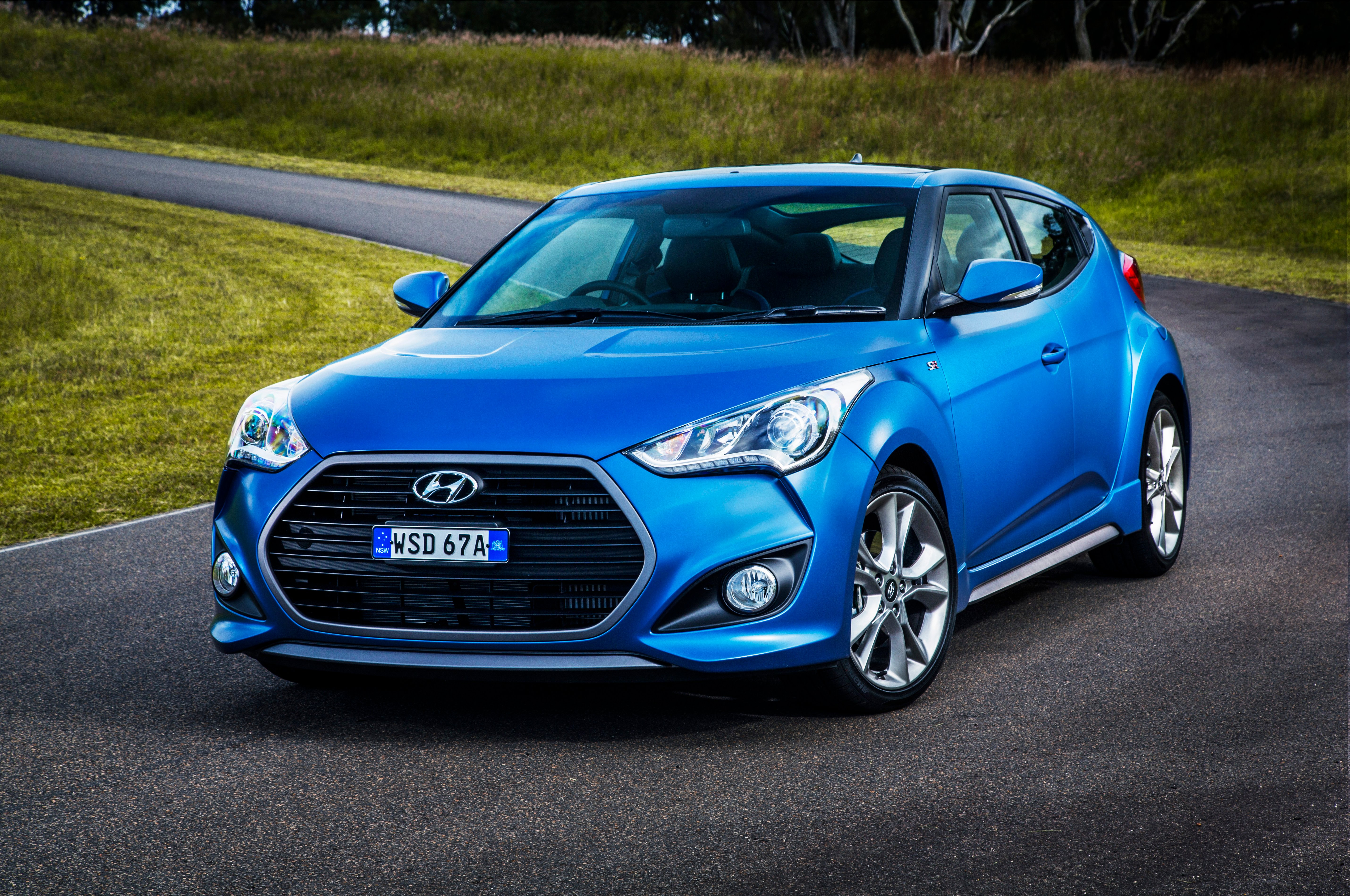 news rear first hyundai veloster trend quarter motor three turbo test r review canada en spec