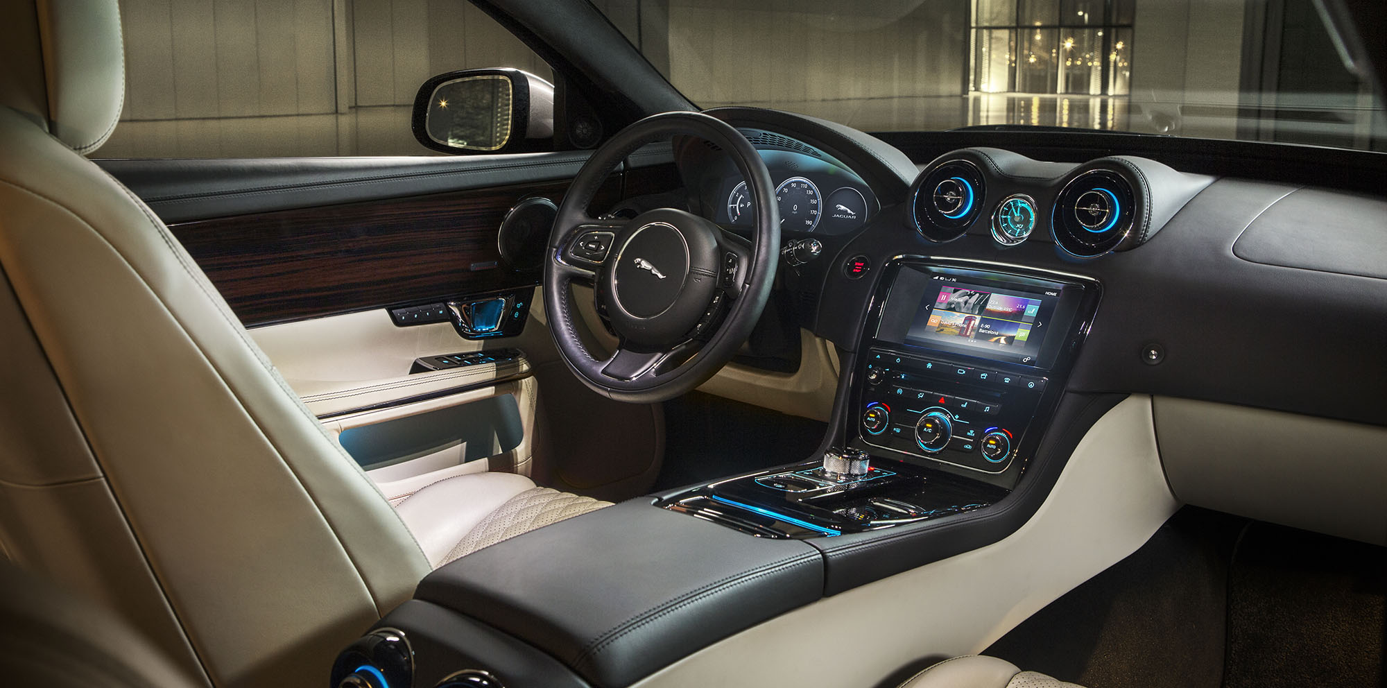 2016 jaguar xj update revealed photos caradvice. Black Bedroom Furniture Sets. Home Design Ideas