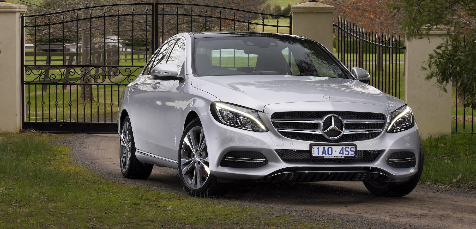 Mercedes benz to recall 1 million cars globally for engine for Recall on mercedes benz c300