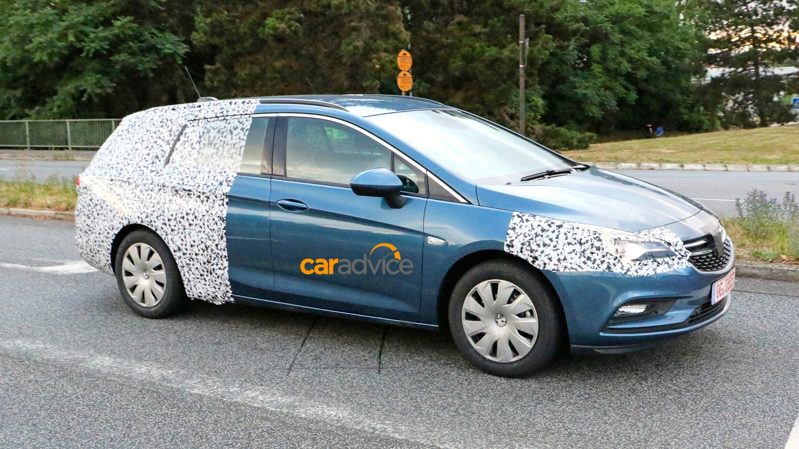 2016 Opel Astra Sports Tourer wagon spied - photos | CarAdvice