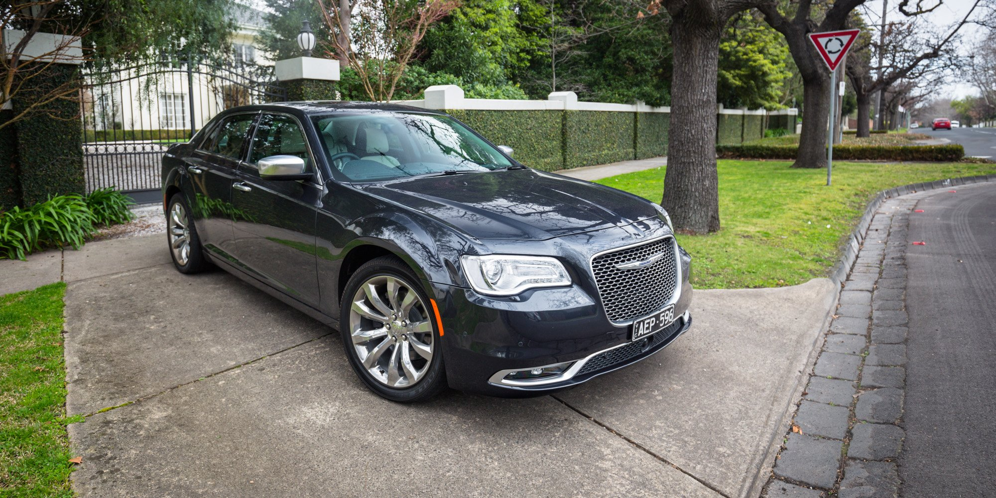 2015 chrysler 300 review 300c luxury photos caradvice. Black Bedroom Furniture Sets. Home Design Ideas