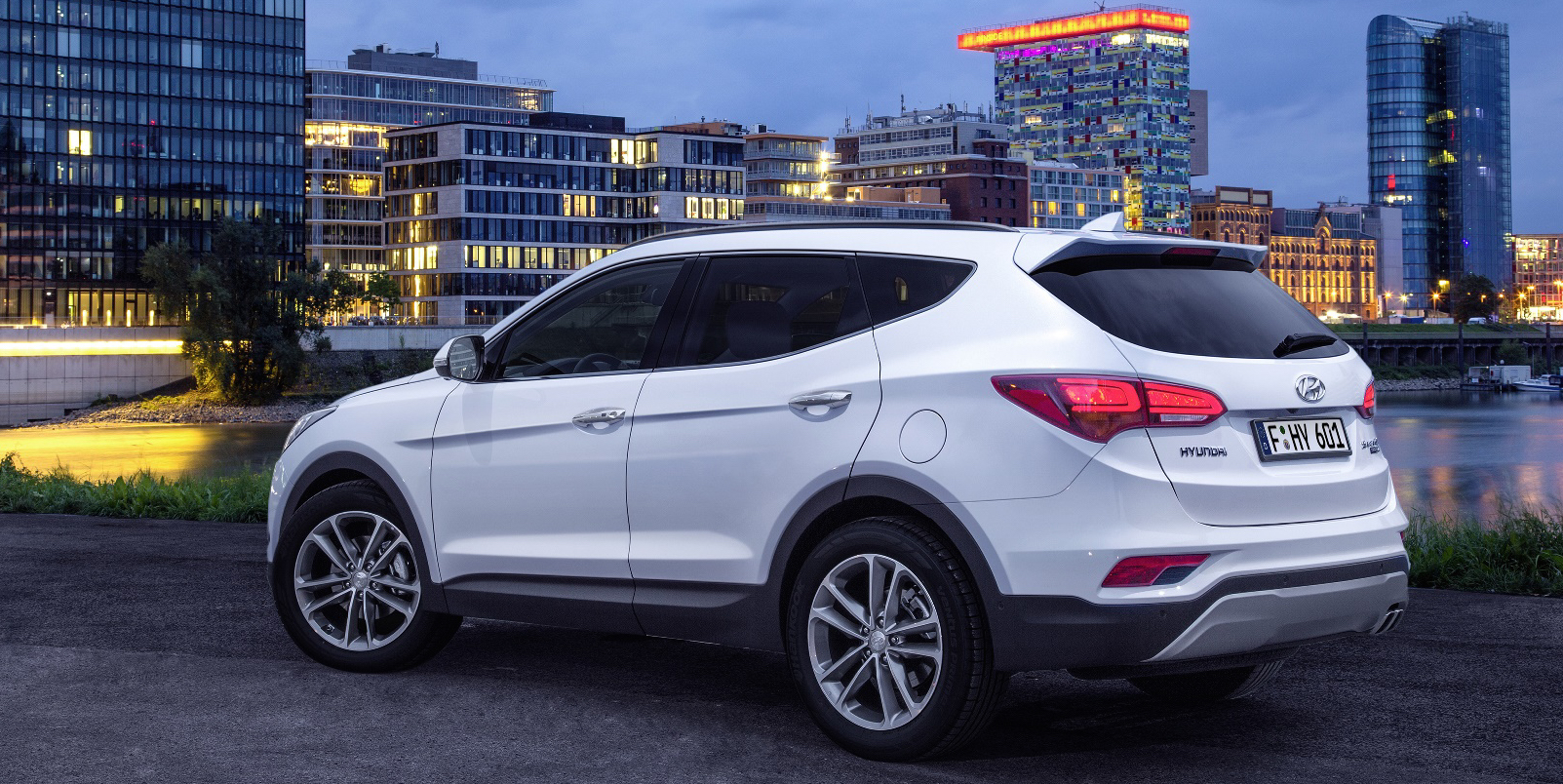 2016 Hyundai Santa Fe Gets New Safety Tech And Design