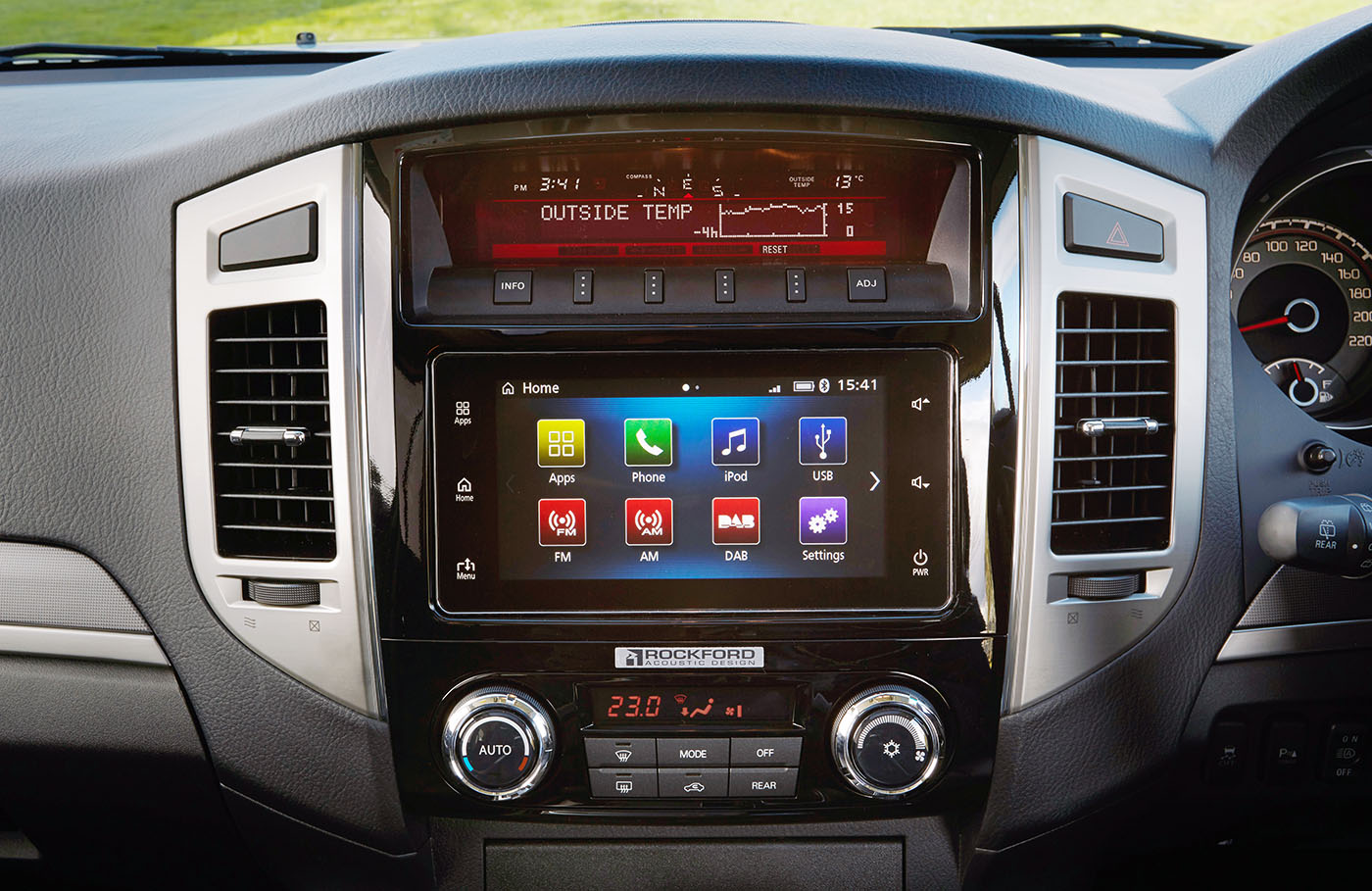 2016 Mitsubishi Pajero drops manual, gains Apple Carplay ...