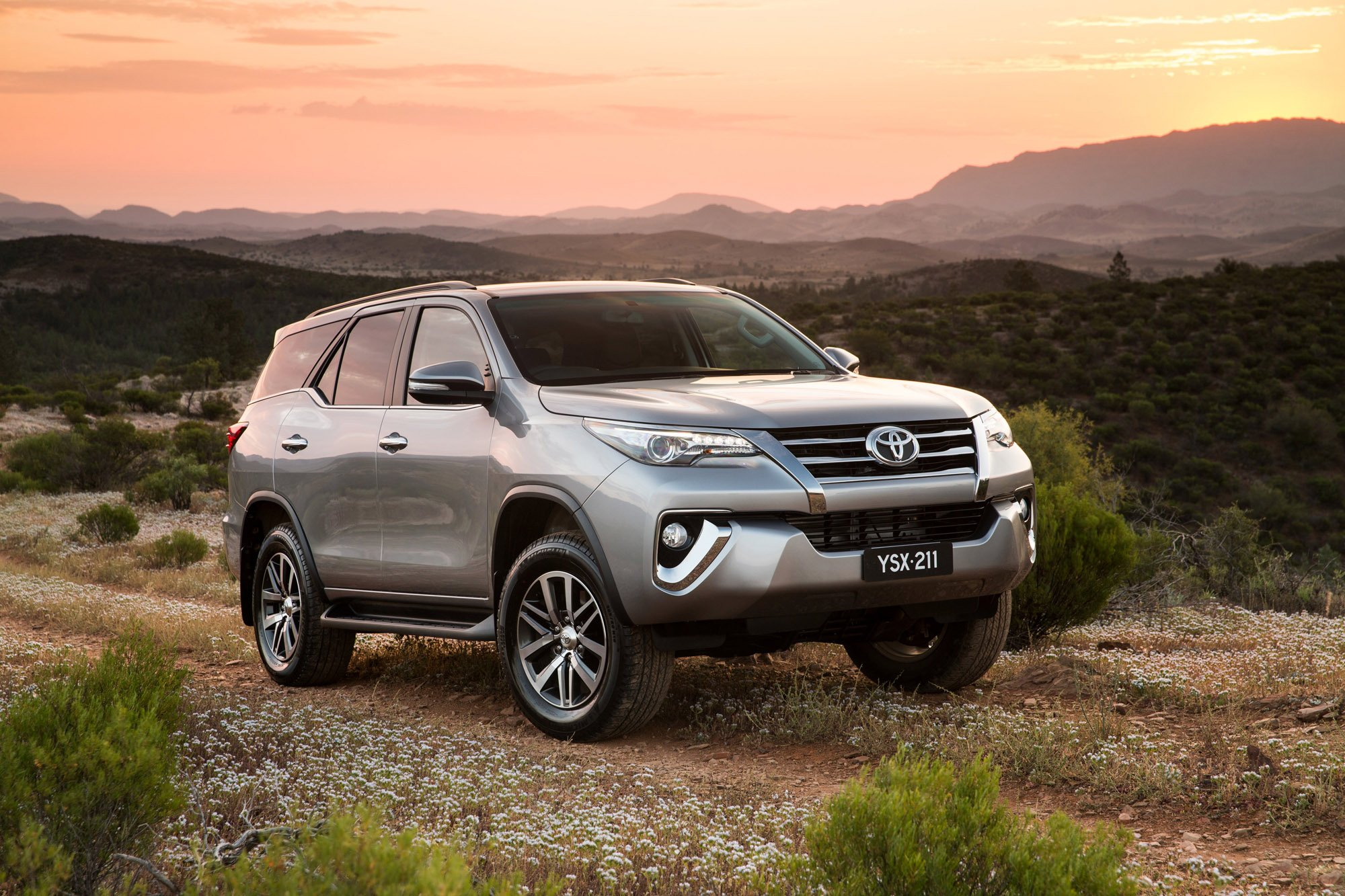 Toyota Fortuner pricing and specifications - photos ...