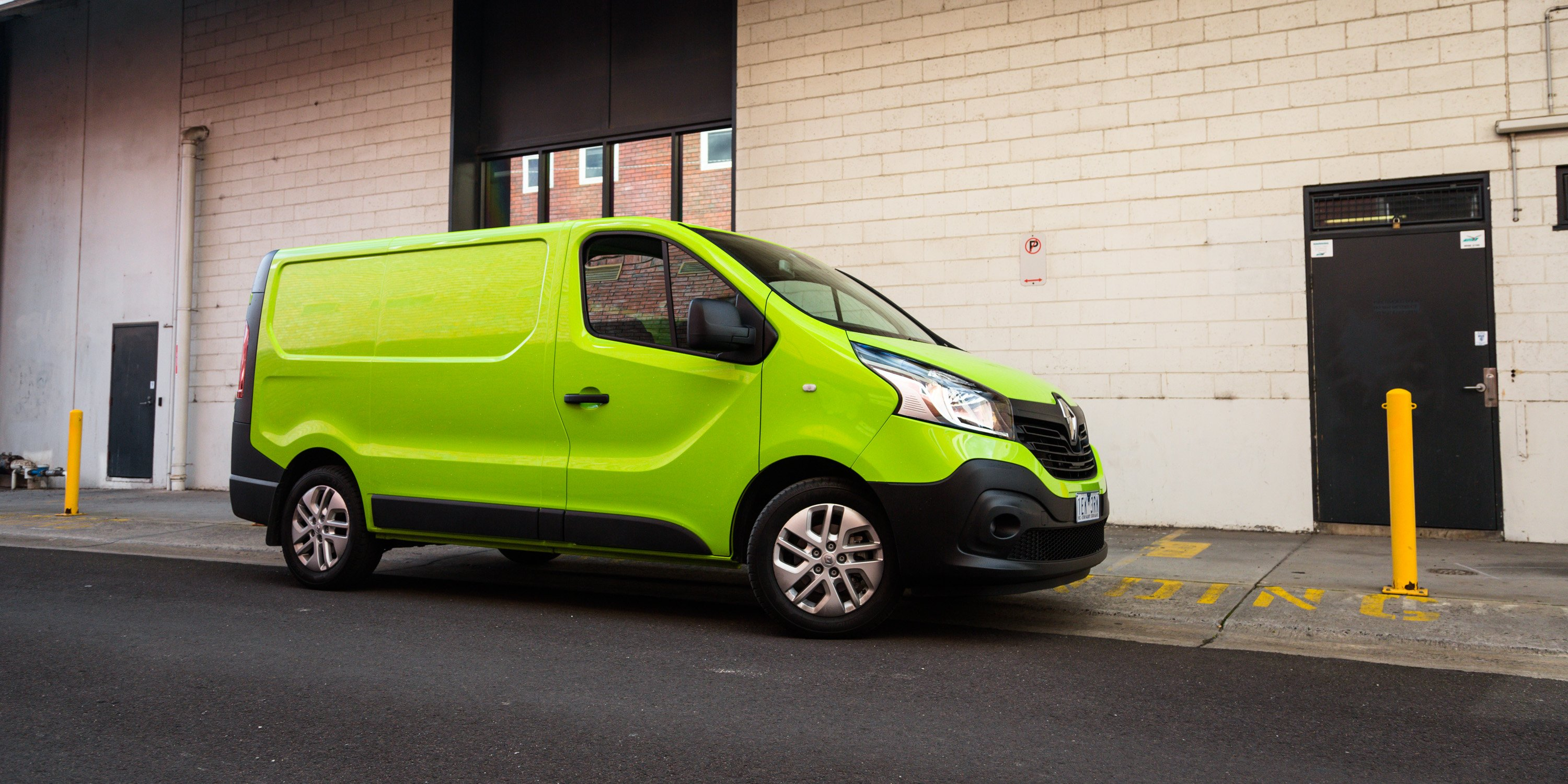 2015 Renault Trafic L1h1 Twin Turbo Review Photos