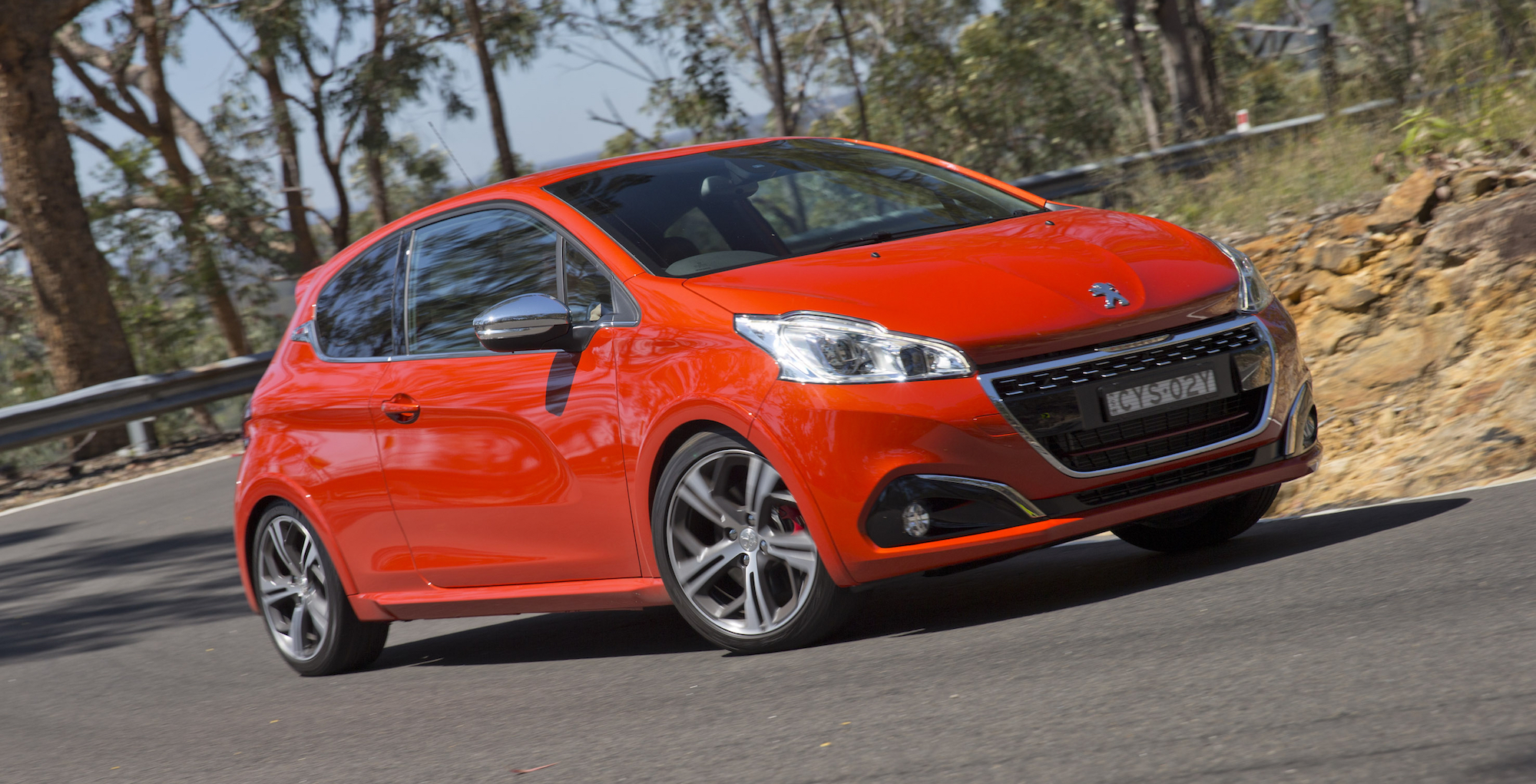 2016 Peugeot 208 Review - Photos