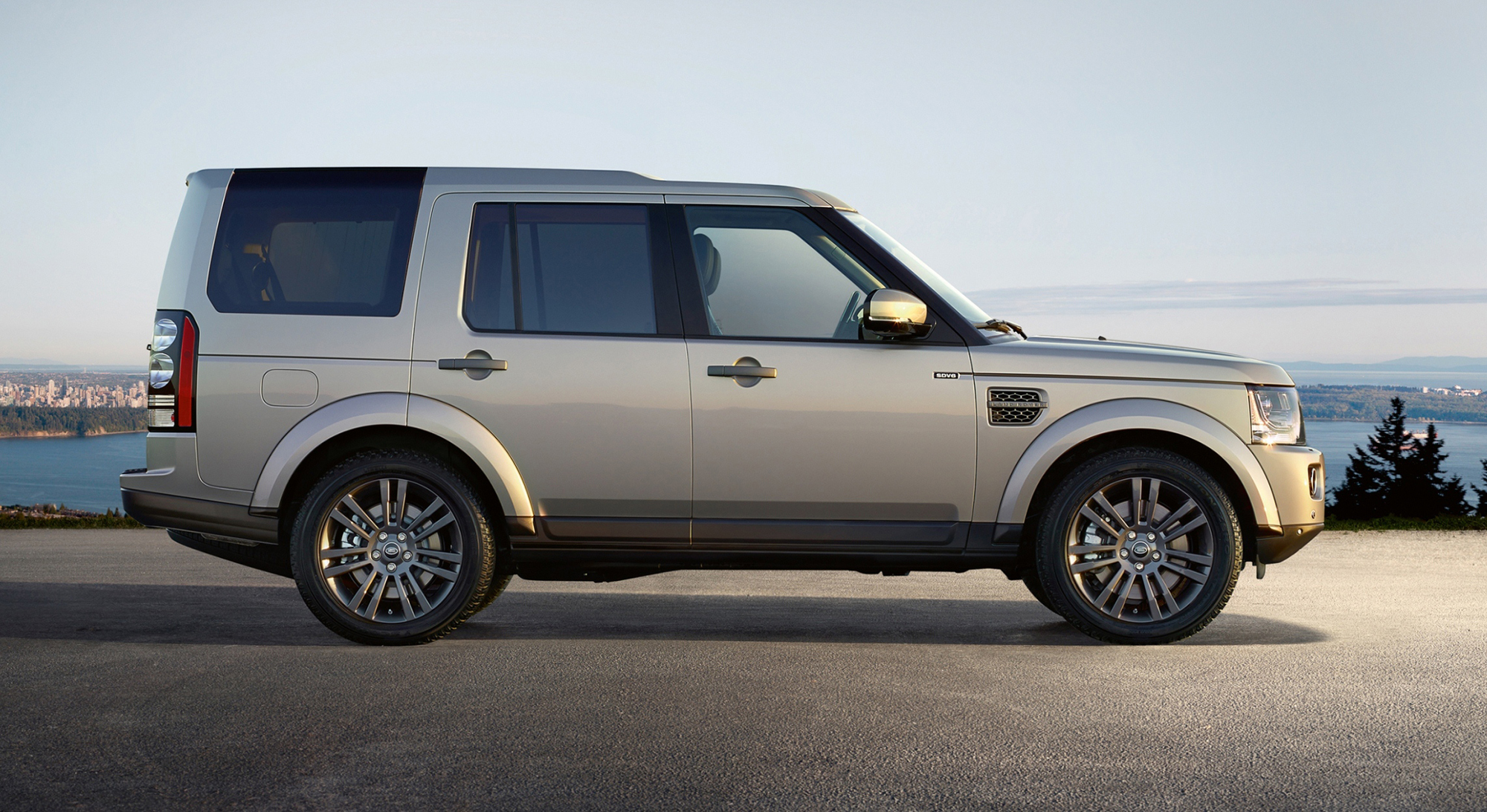 2016 Land Rover Discovery Landmark, Graphite models join ...
